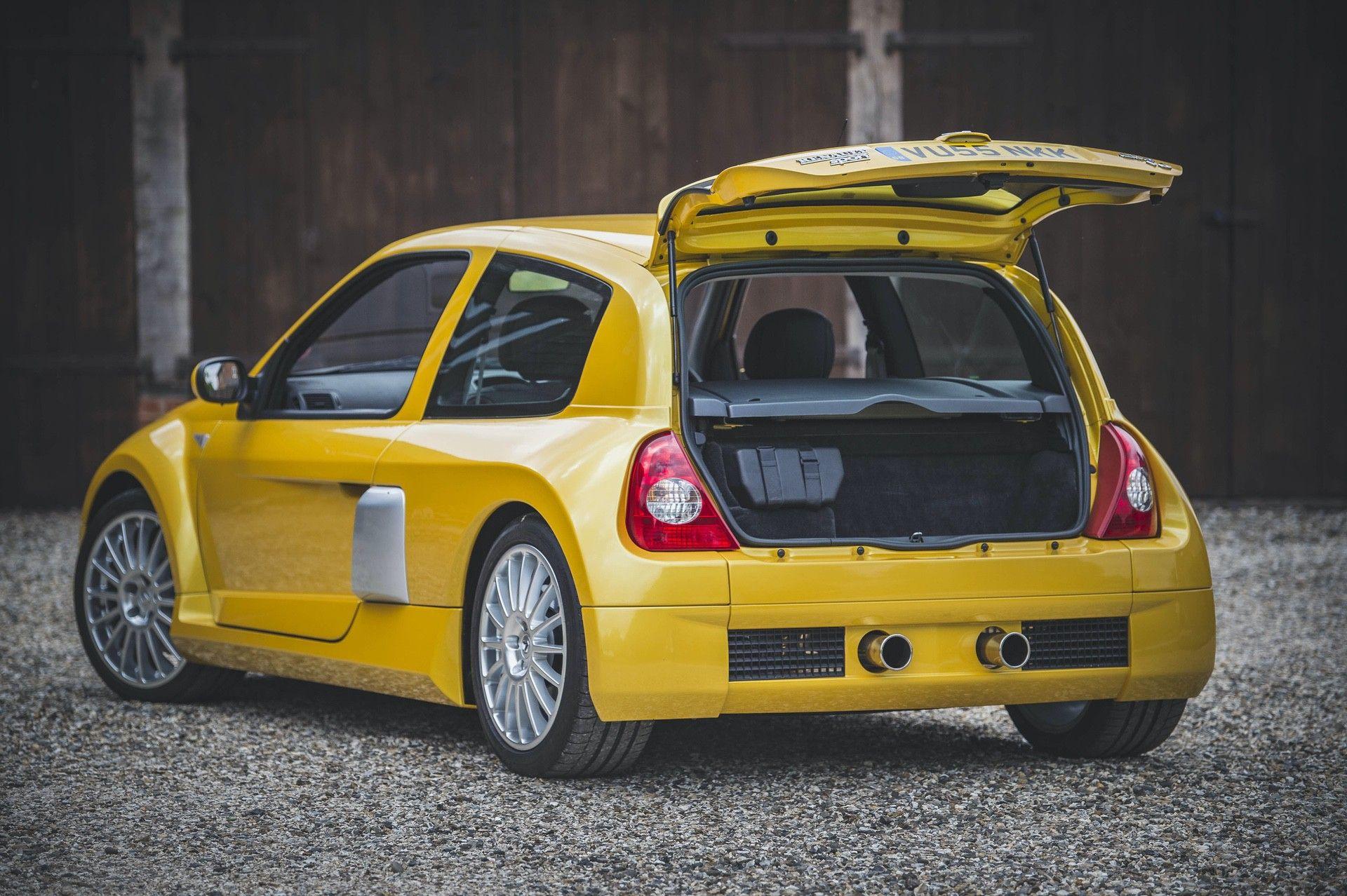 2005_Renault_Clio_V6_Phase_2_0026