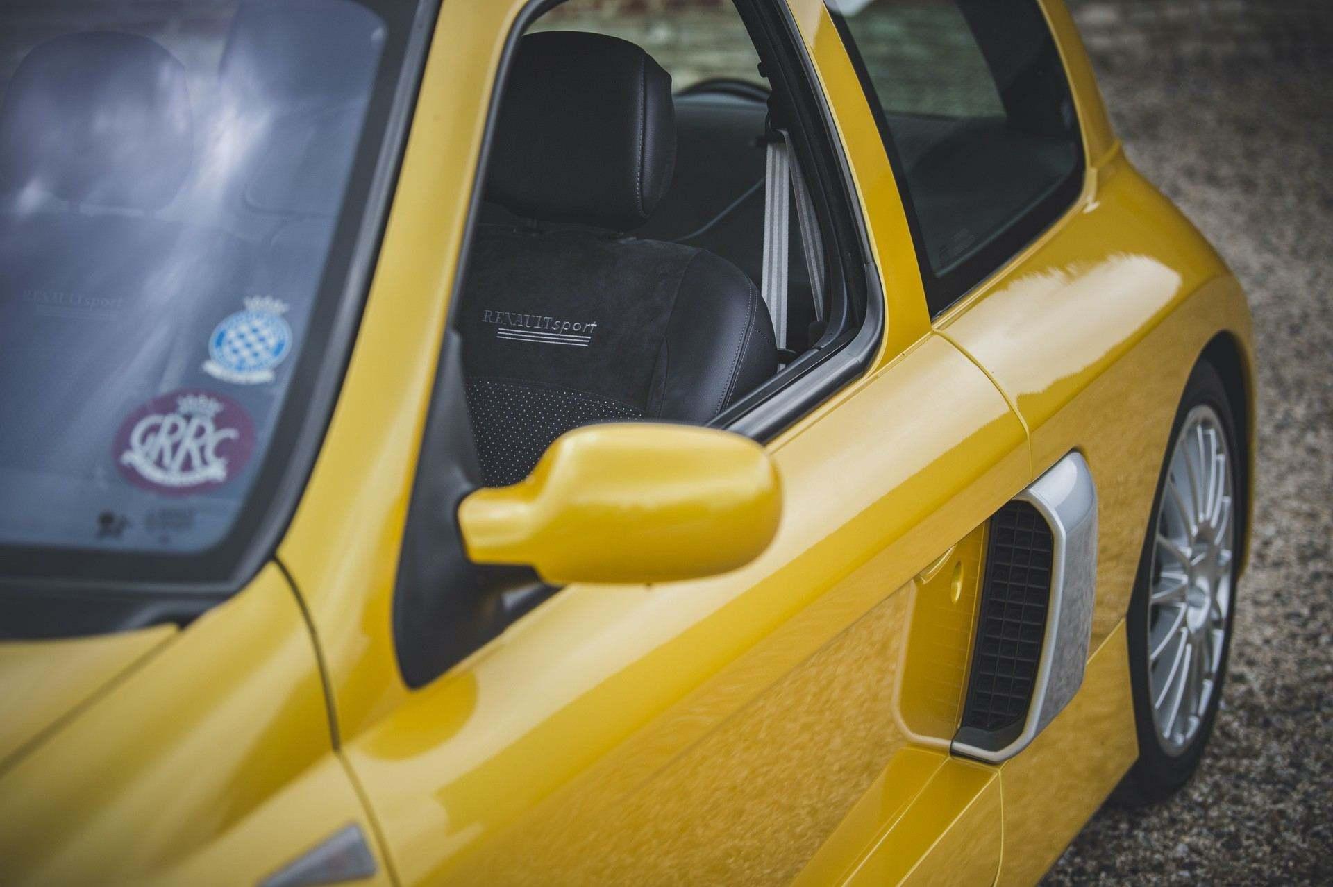 2005_Renault_Clio_V6_Phase_2_0032