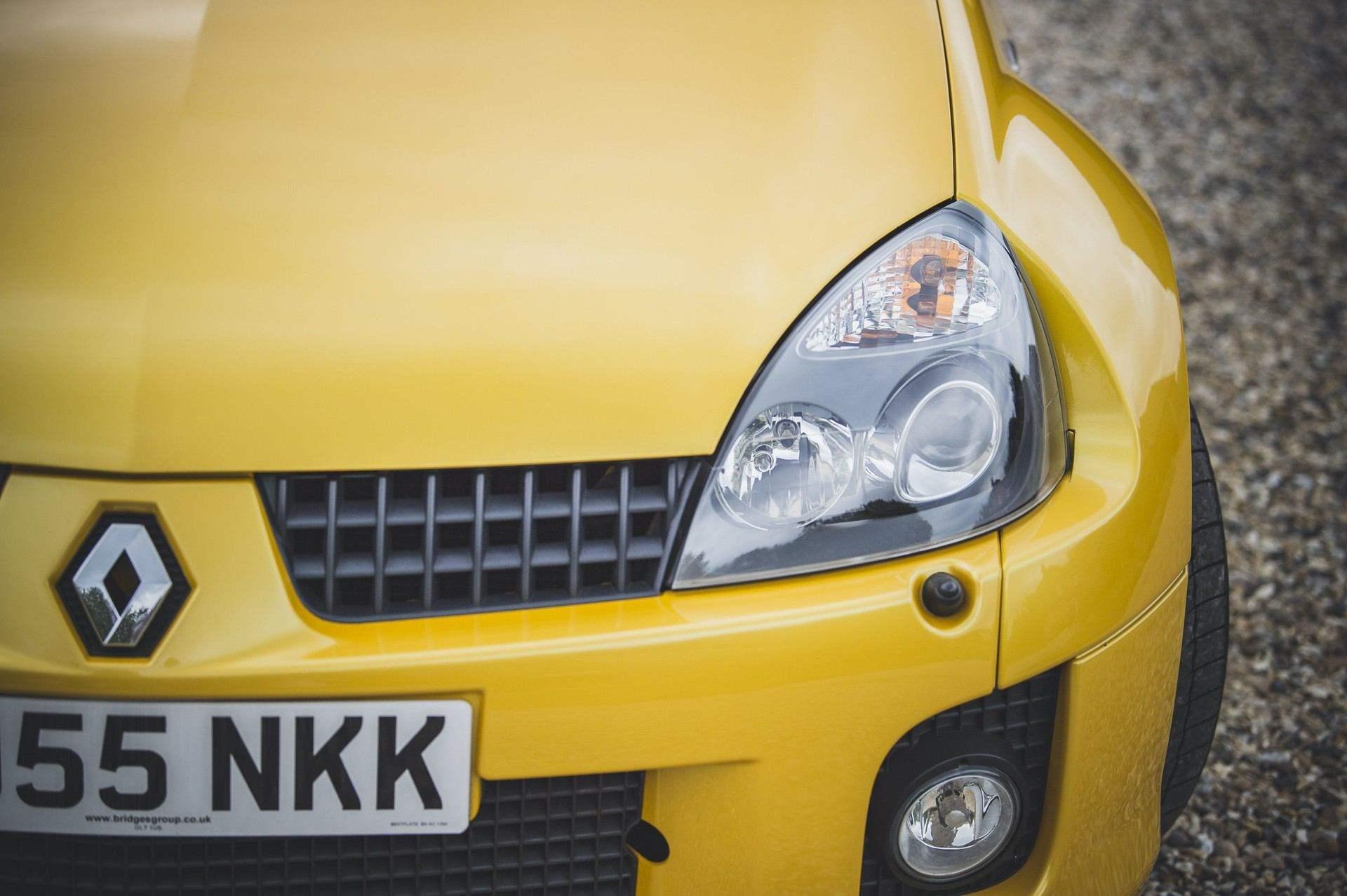 2005_Renault_Clio_V6_Phase_2_0033