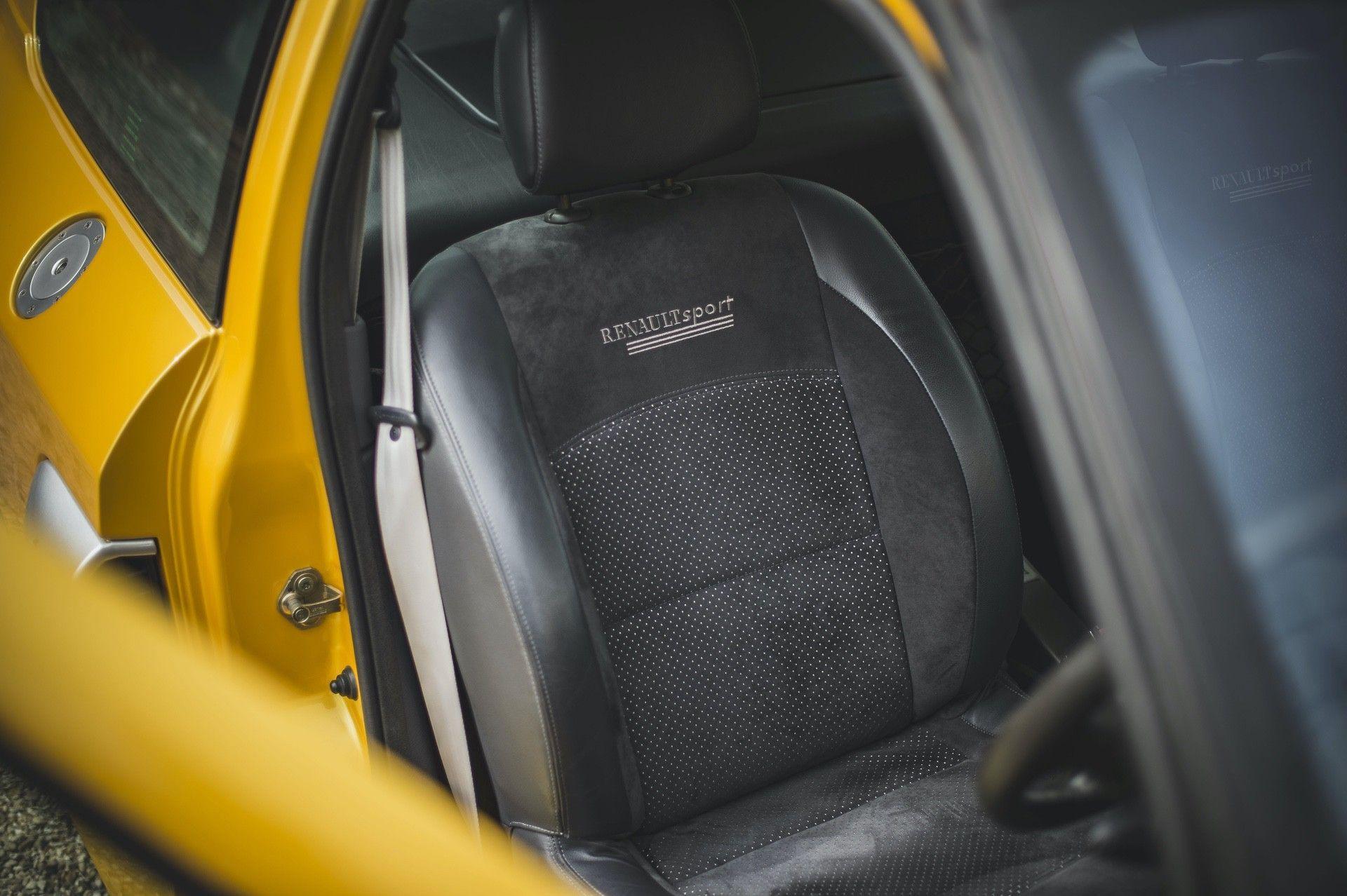 2005_Renault_Clio_V6_Phase_2_0039
