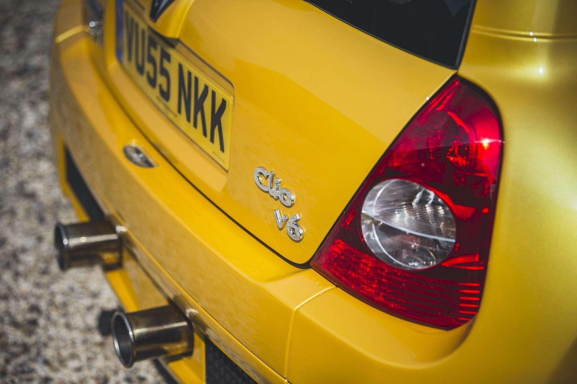 2005_Renault_Clio_V6_Phase_2_0042