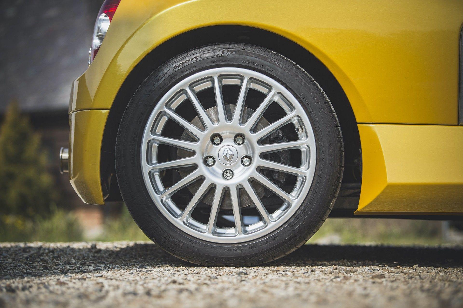 2005_Renault_Clio_V6_Phase_2_0043