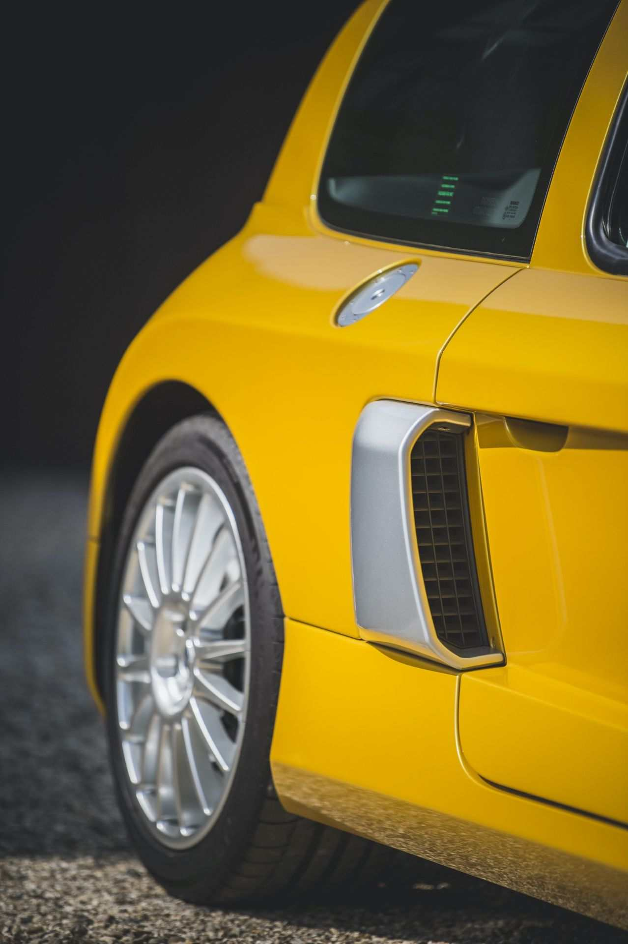 2005_Renault_Clio_V6_Phase_2_0047