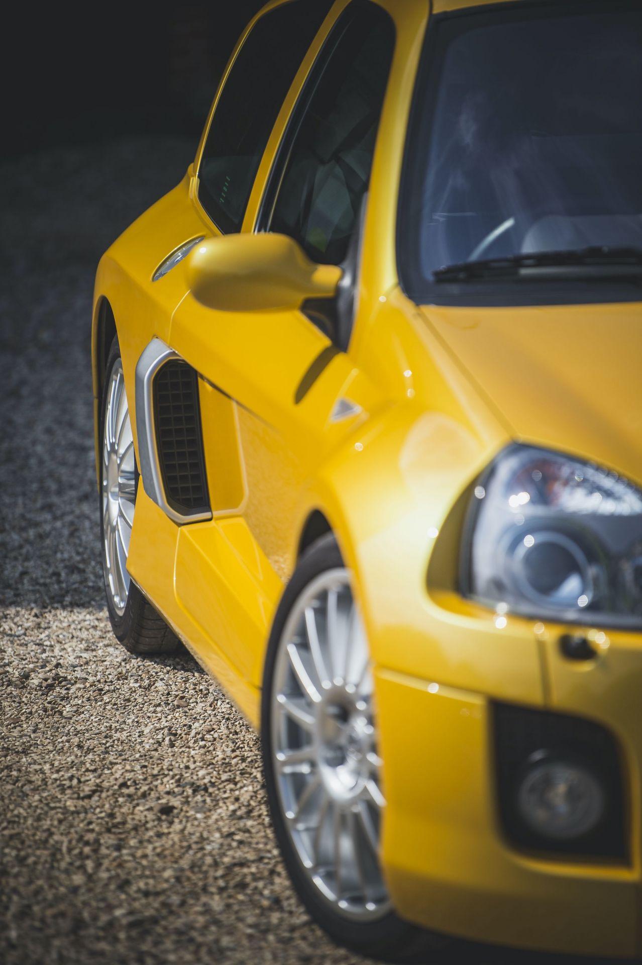 2005_Renault_Clio_V6_Phase_2_0048