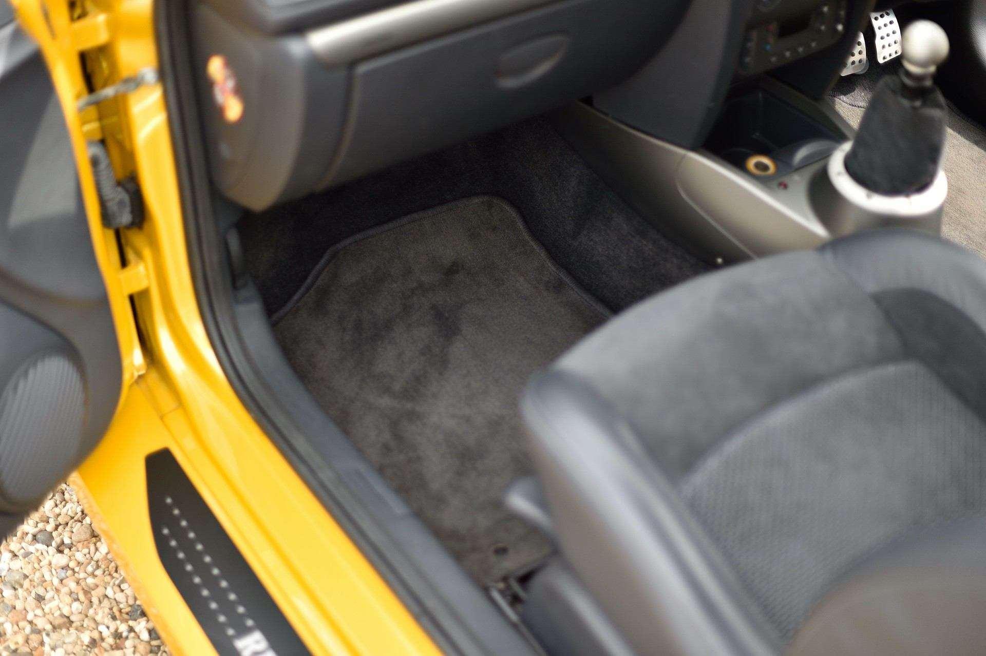 2005_Renault_Clio_V6_Phase_2_0051