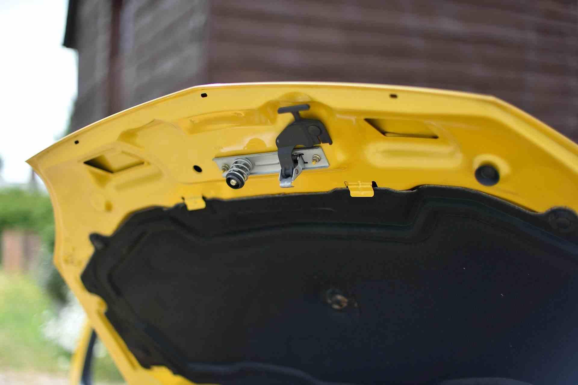 2005_Renault_Clio_V6_Phase_2_0056