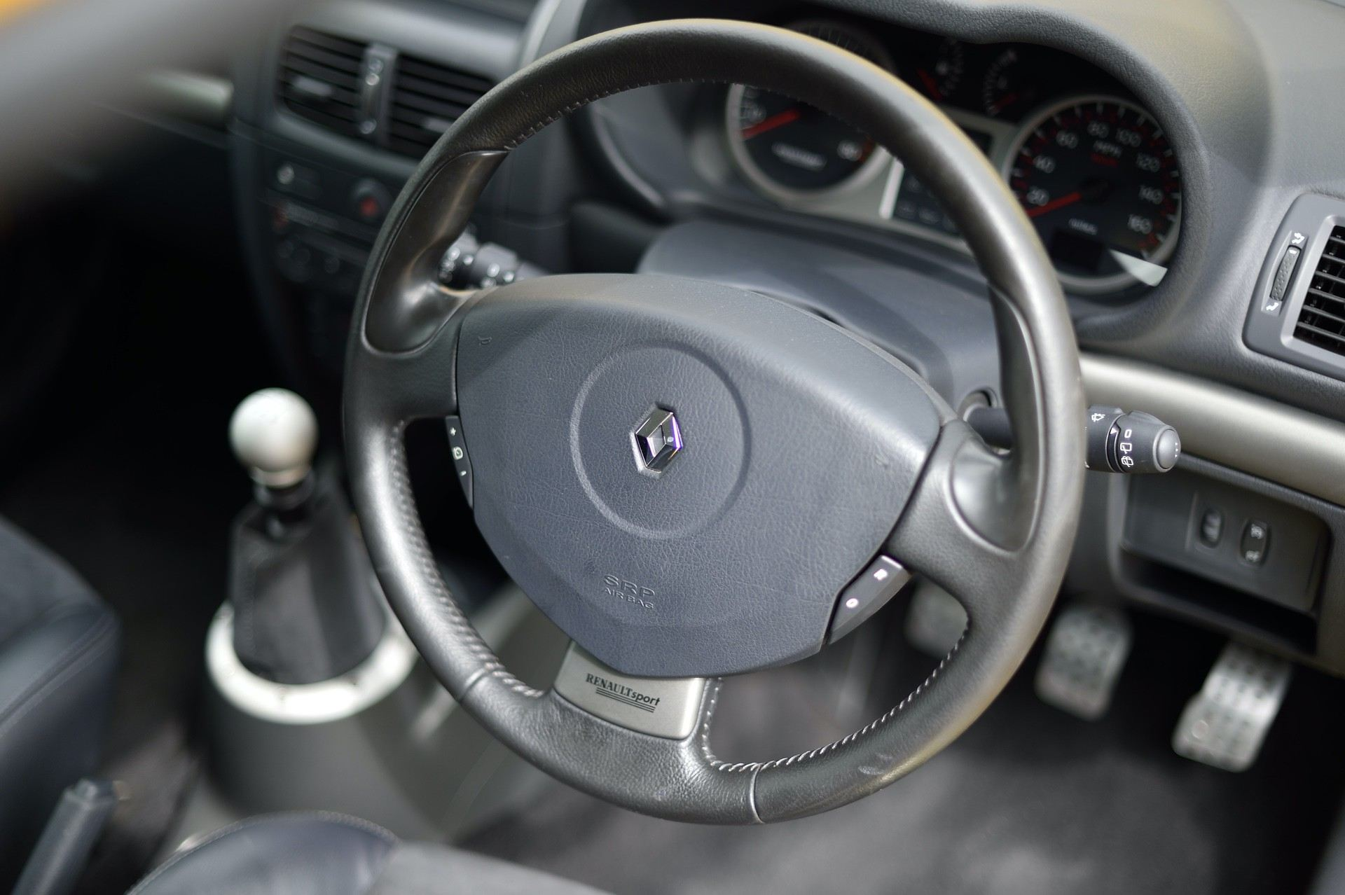 2005_Renault_Clio_V6_Phase_2_0058