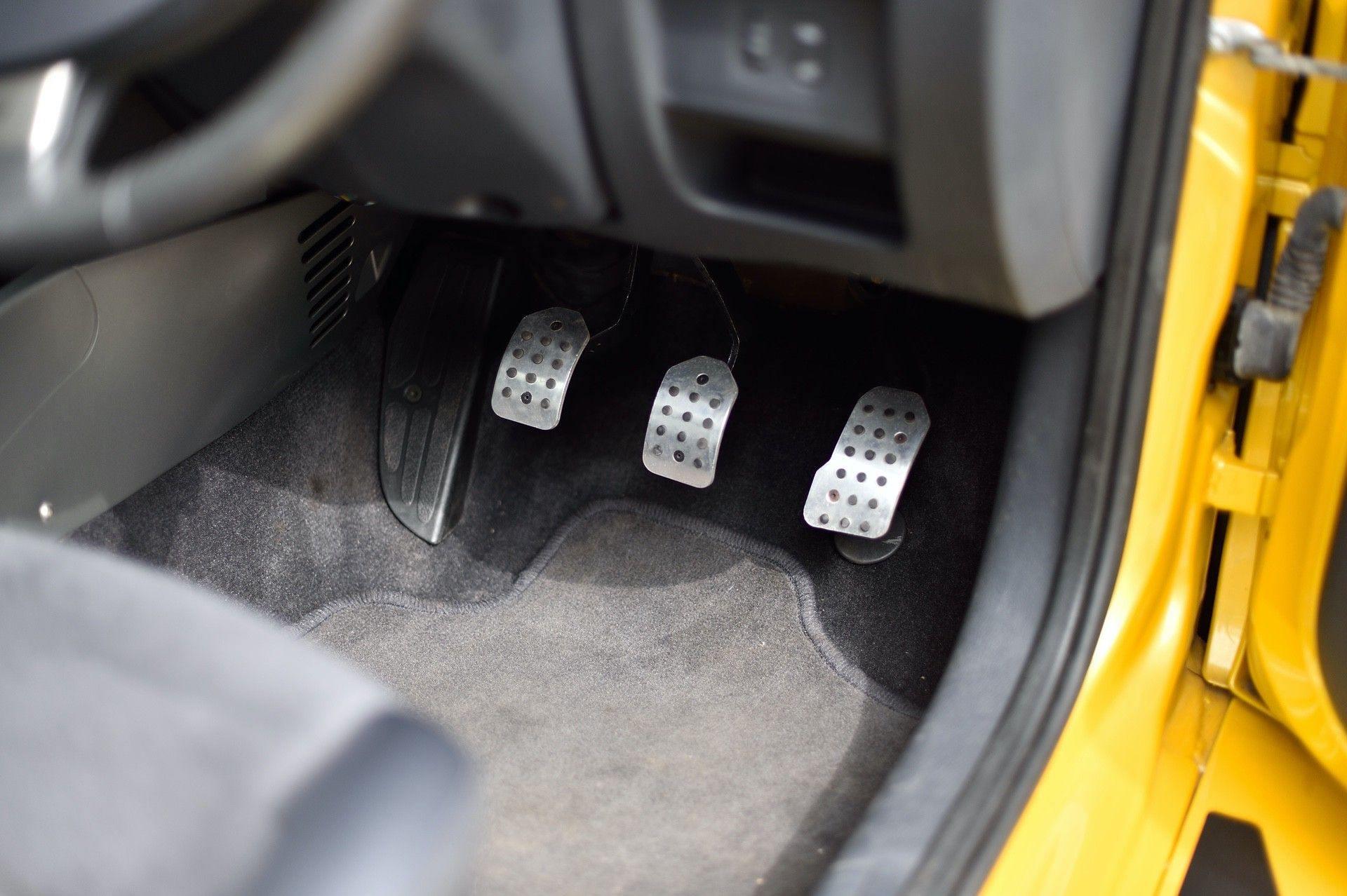 2005_Renault_Clio_V6_Phase_2_0060