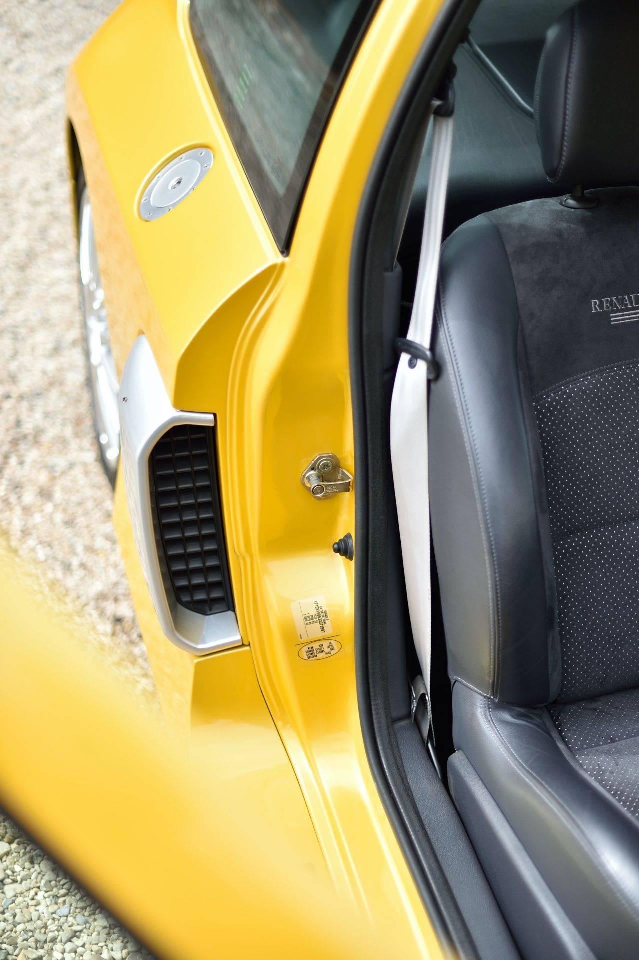 2005_Renault_Clio_V6_Phase_2_0061