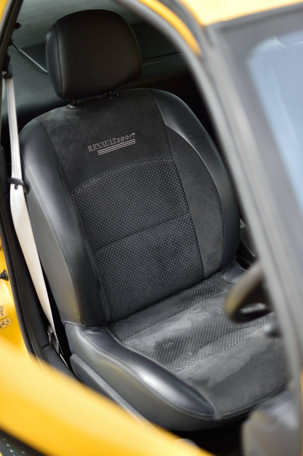 2005_Renault_Clio_V6_Phase_2_0062