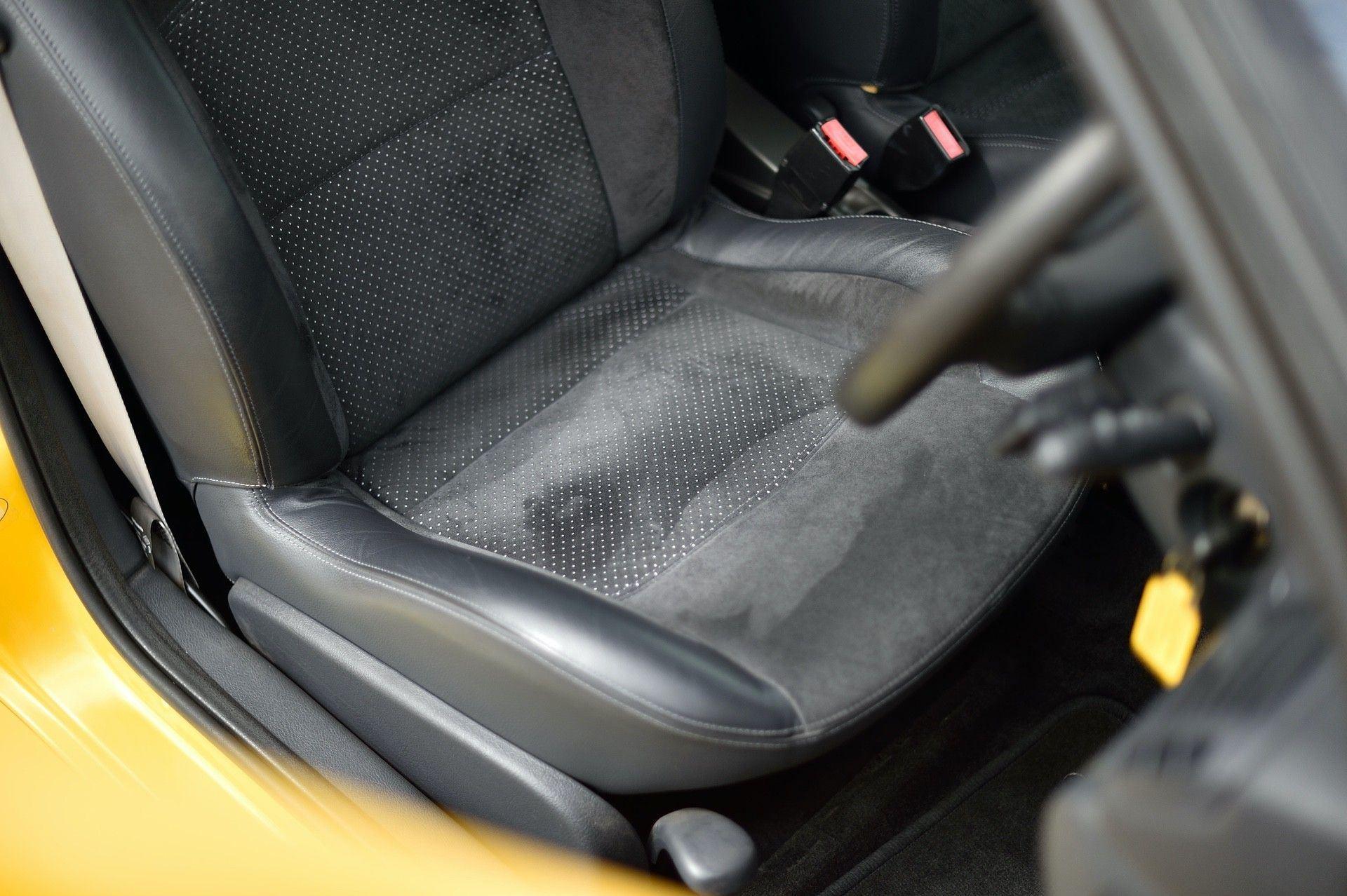 2005_Renault_Clio_V6_Phase_2_0063