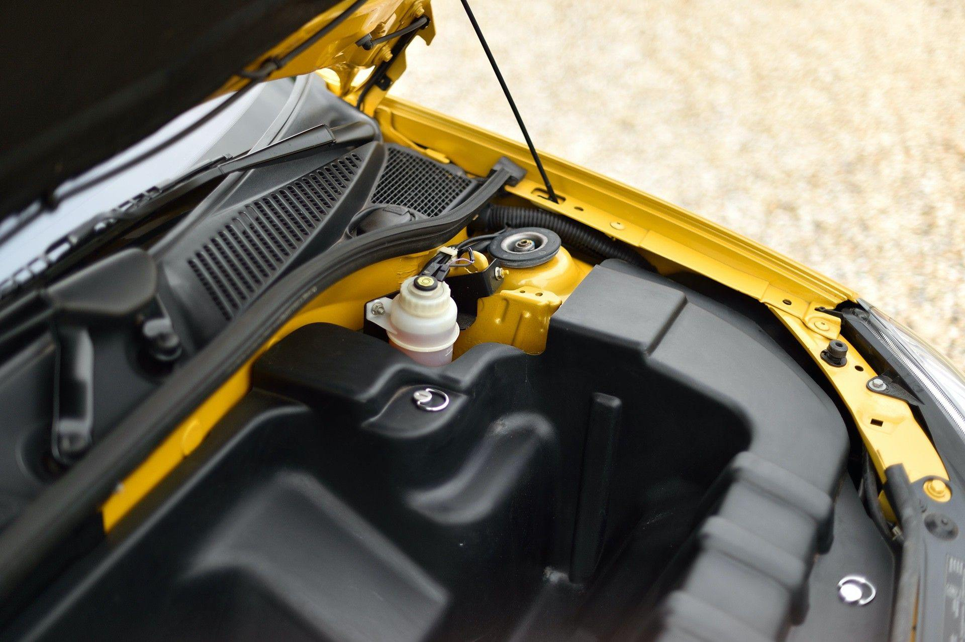 2005_Renault_Clio_V6_Phase_2_0064