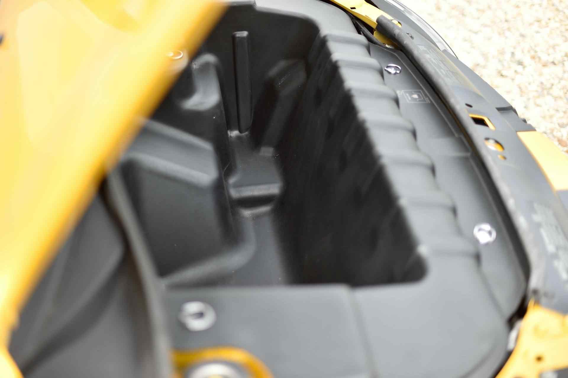 2005_Renault_Clio_V6_Phase_2_0065