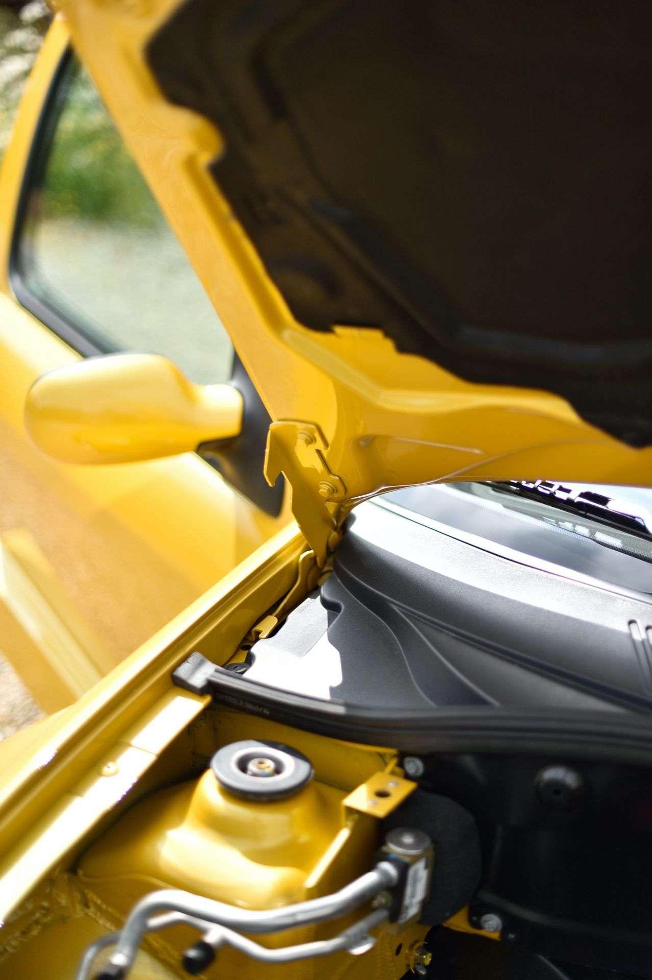 2005_Renault_Clio_V6_Phase_2_0068