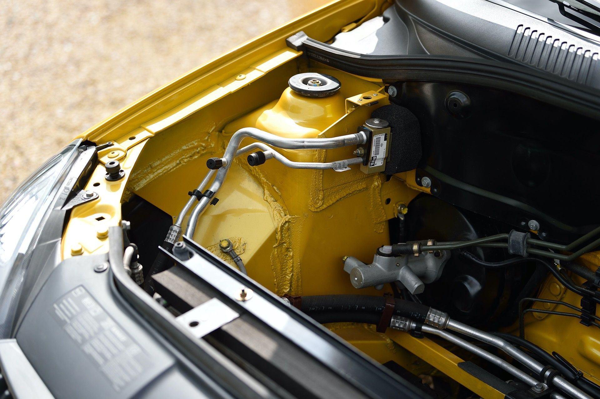 2005_Renault_Clio_V6_Phase_2_0077