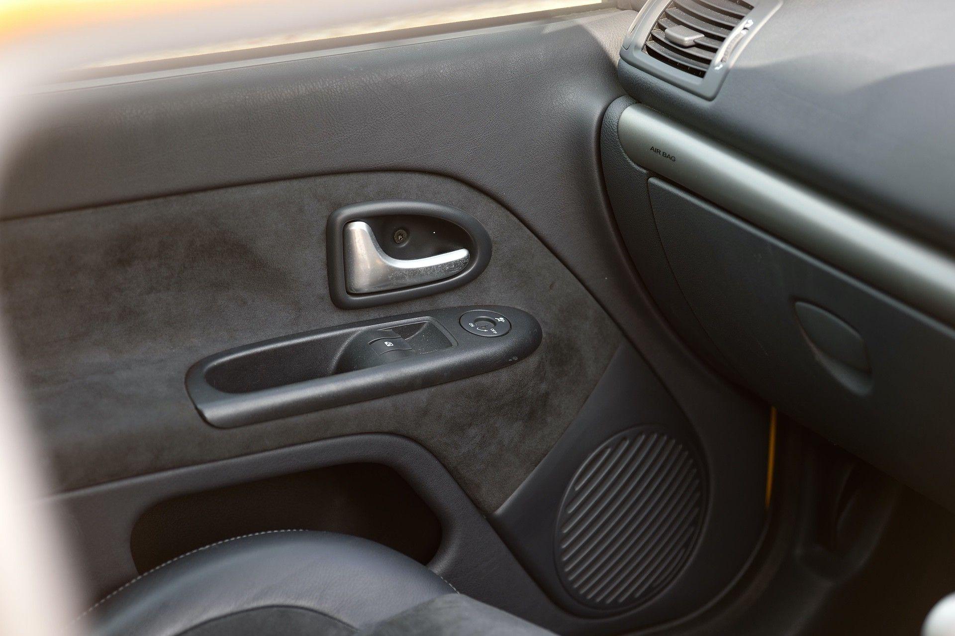 2005_Renault_Clio_V6_Phase_2_0080