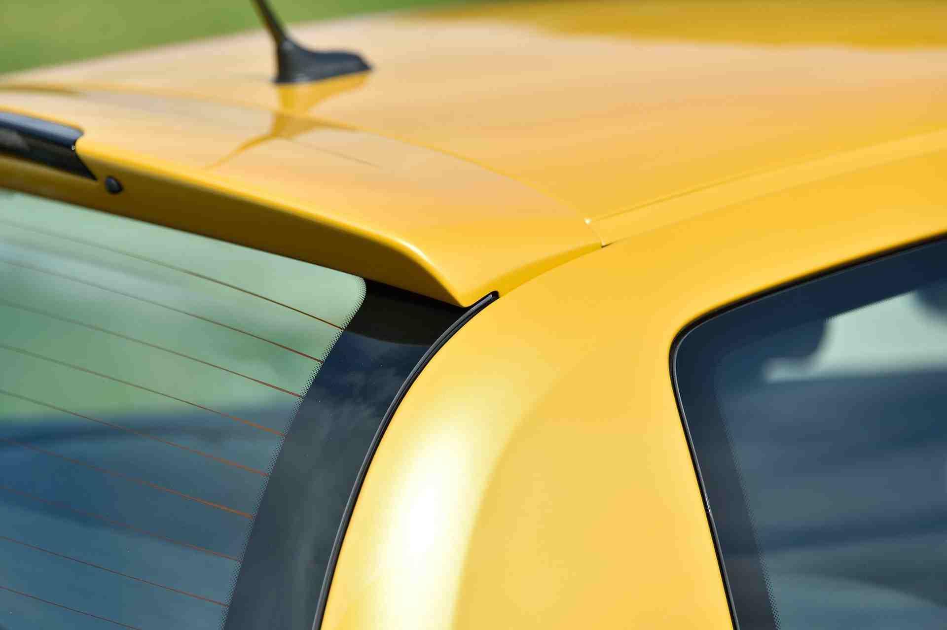2005_Renault_Clio_V6_Phase_2_0081