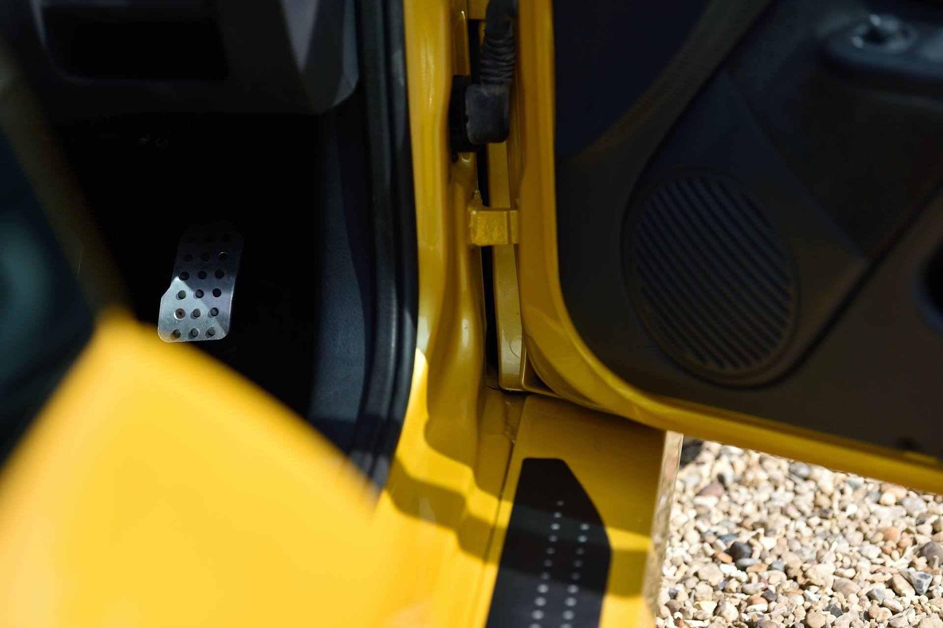 2005_Renault_Clio_V6_Phase_2_0085