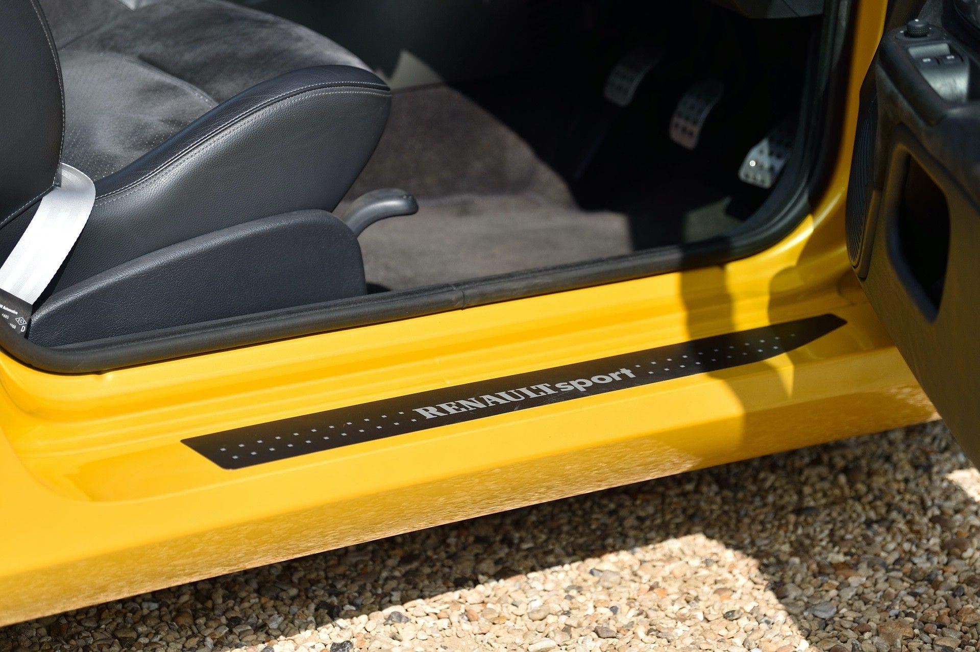 2005_Renault_Clio_V6_Phase_2_0087