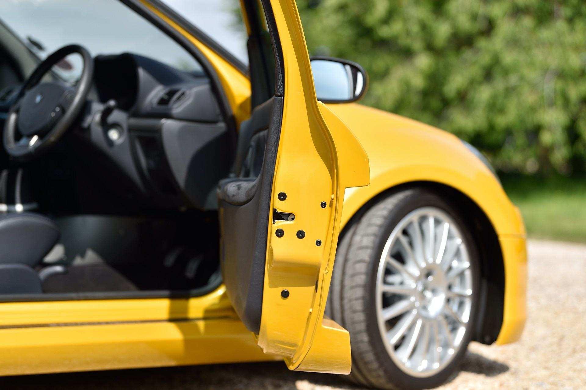 2005_Renault_Clio_V6_Phase_2_0089