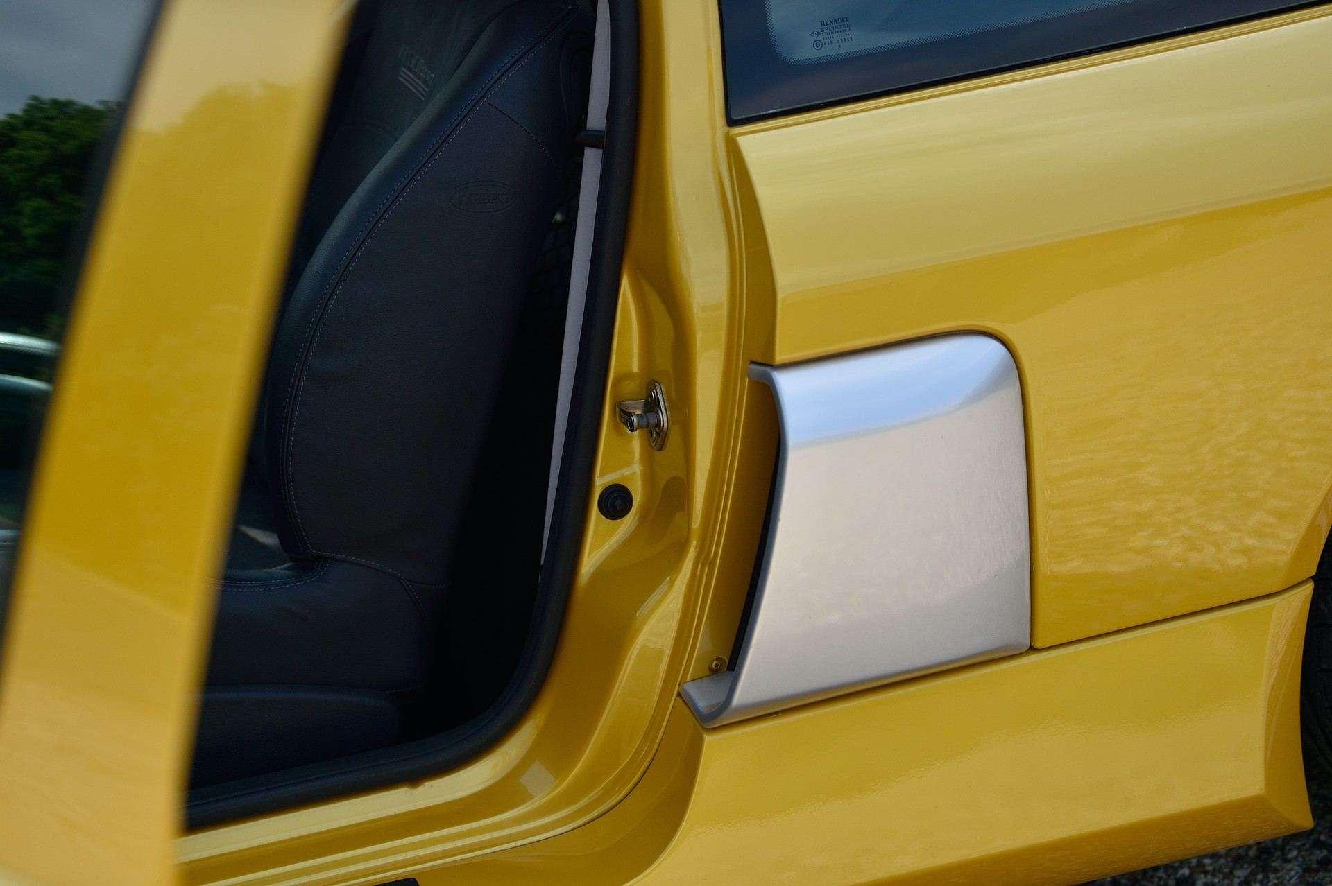 2005_Renault_Clio_V6_Phase_2_0090