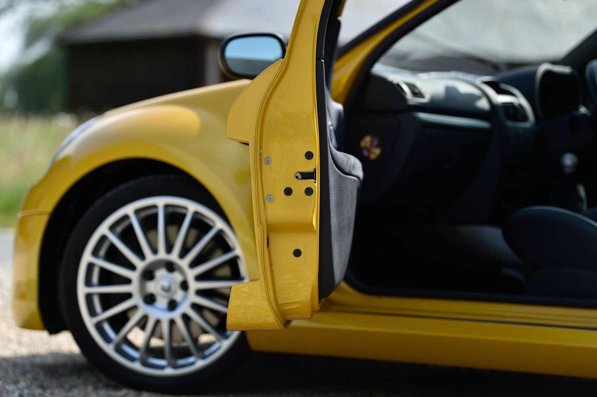 2005_Renault_Clio_V6_Phase_2_0094