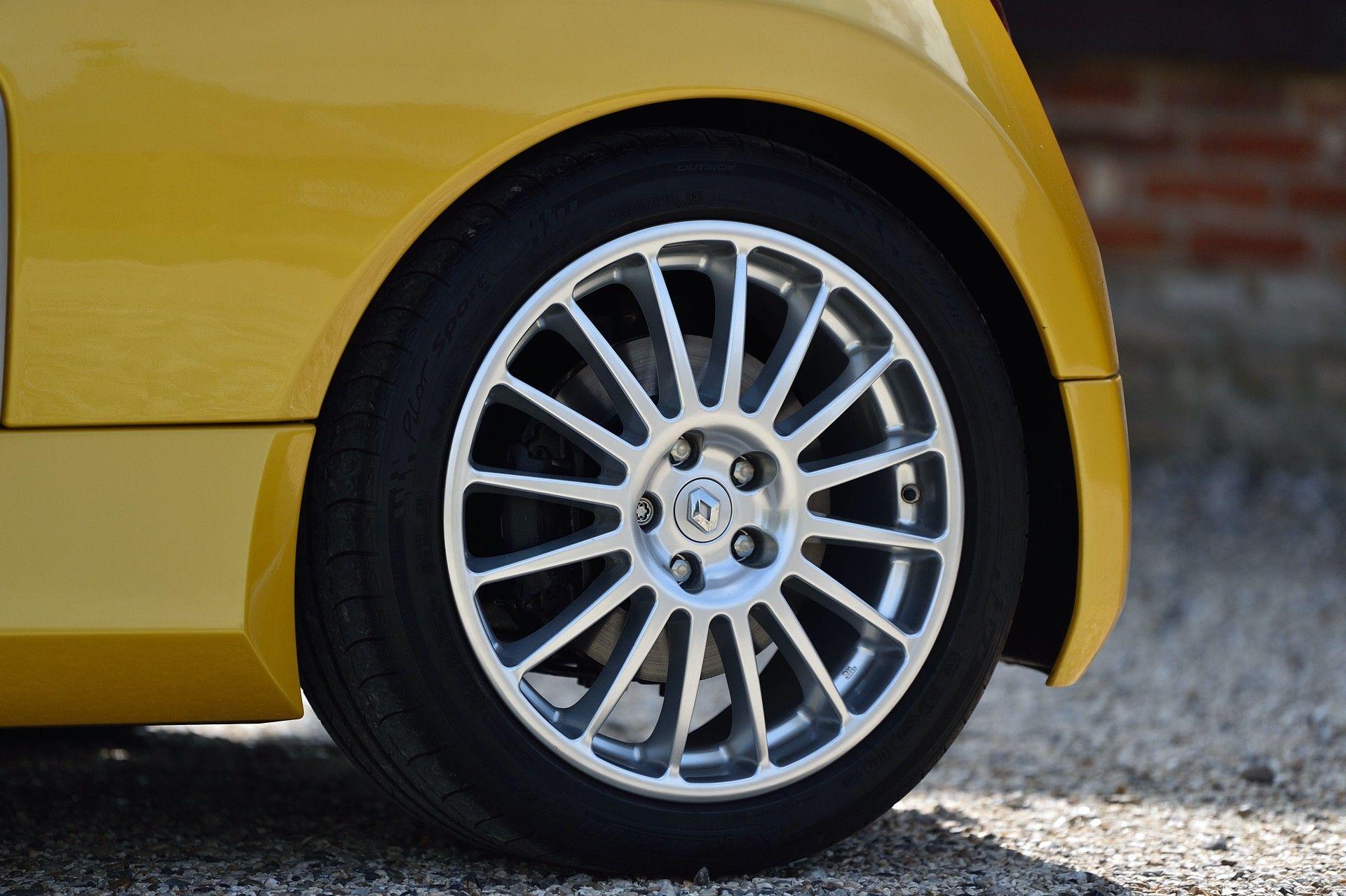 2005_Renault_Clio_V6_Phase_2_0095