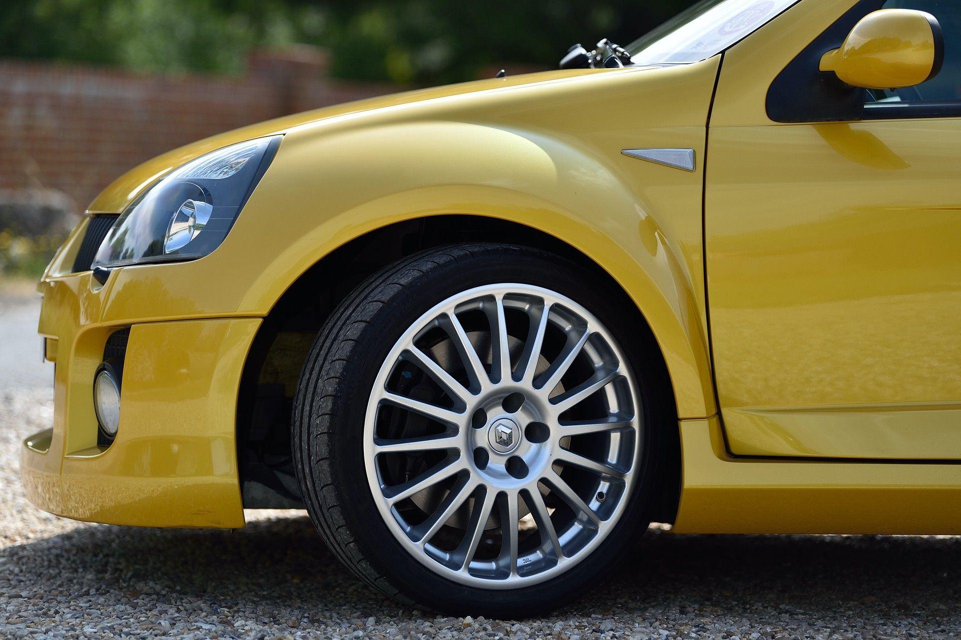 2005_Renault_Clio_V6_Phase_2_0096