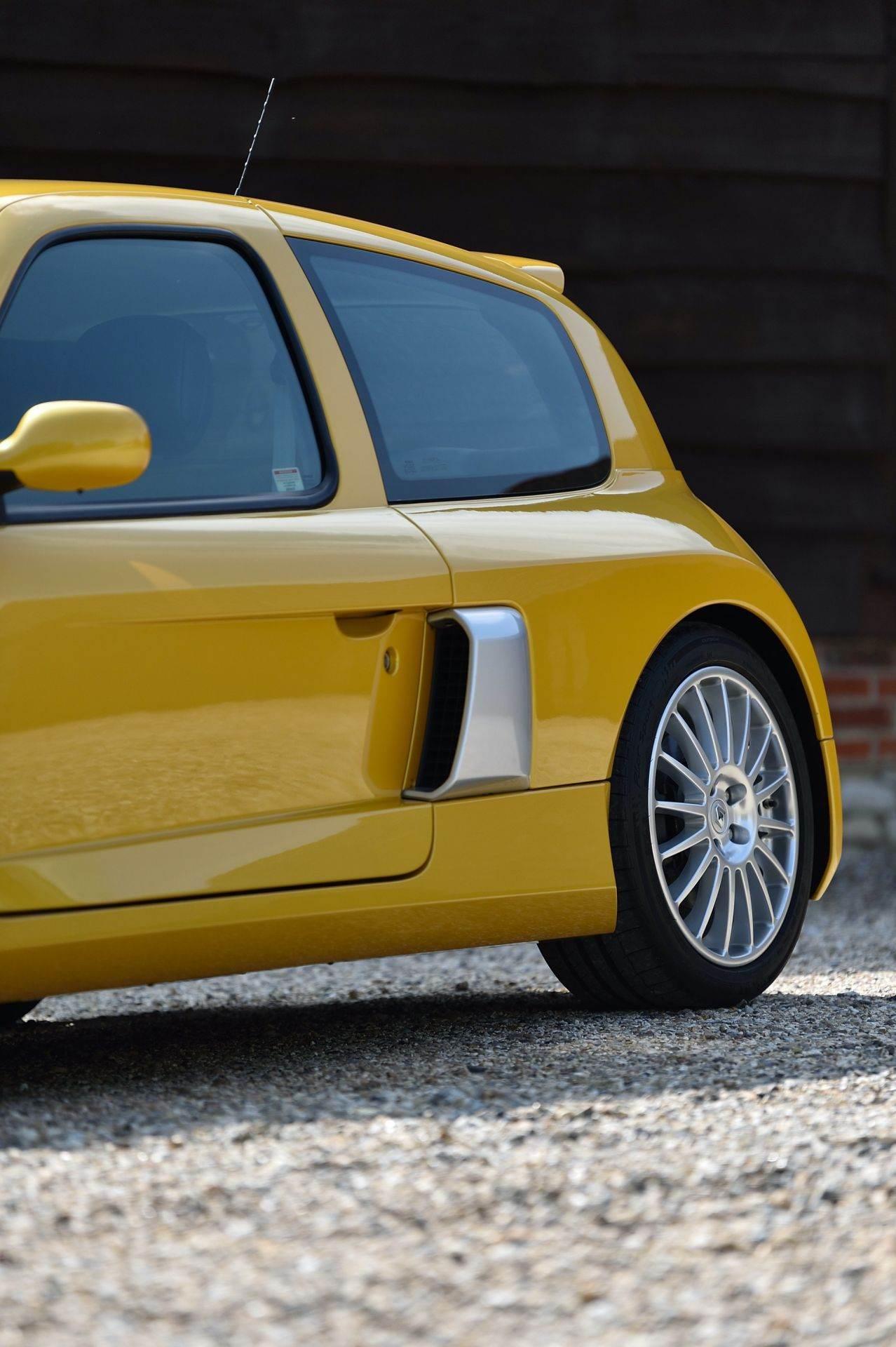 2005_Renault_Clio_V6_Phase_2_0098