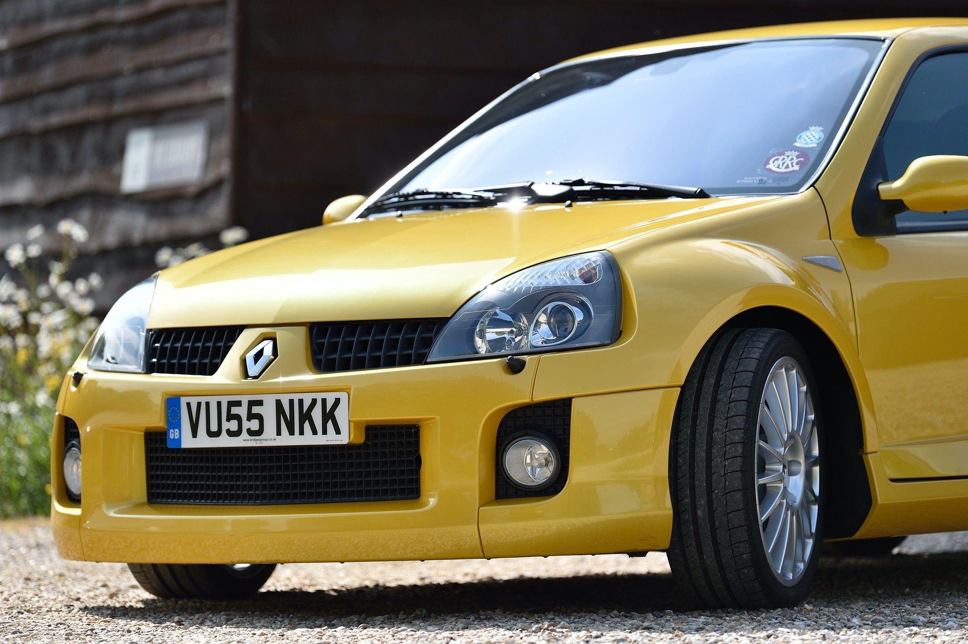 2005_Renault_Clio_V6_Phase_2_0099