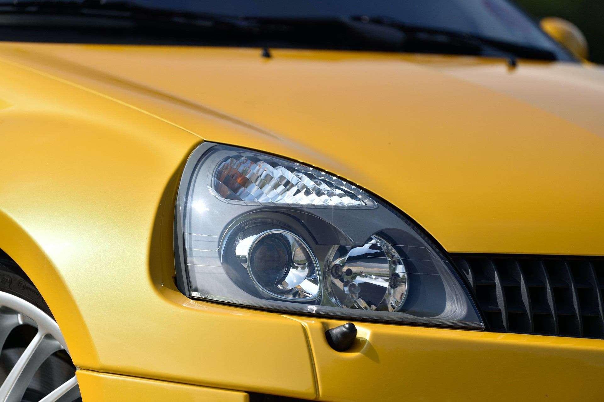 2005_Renault_Clio_V6_Phase_2_0100
