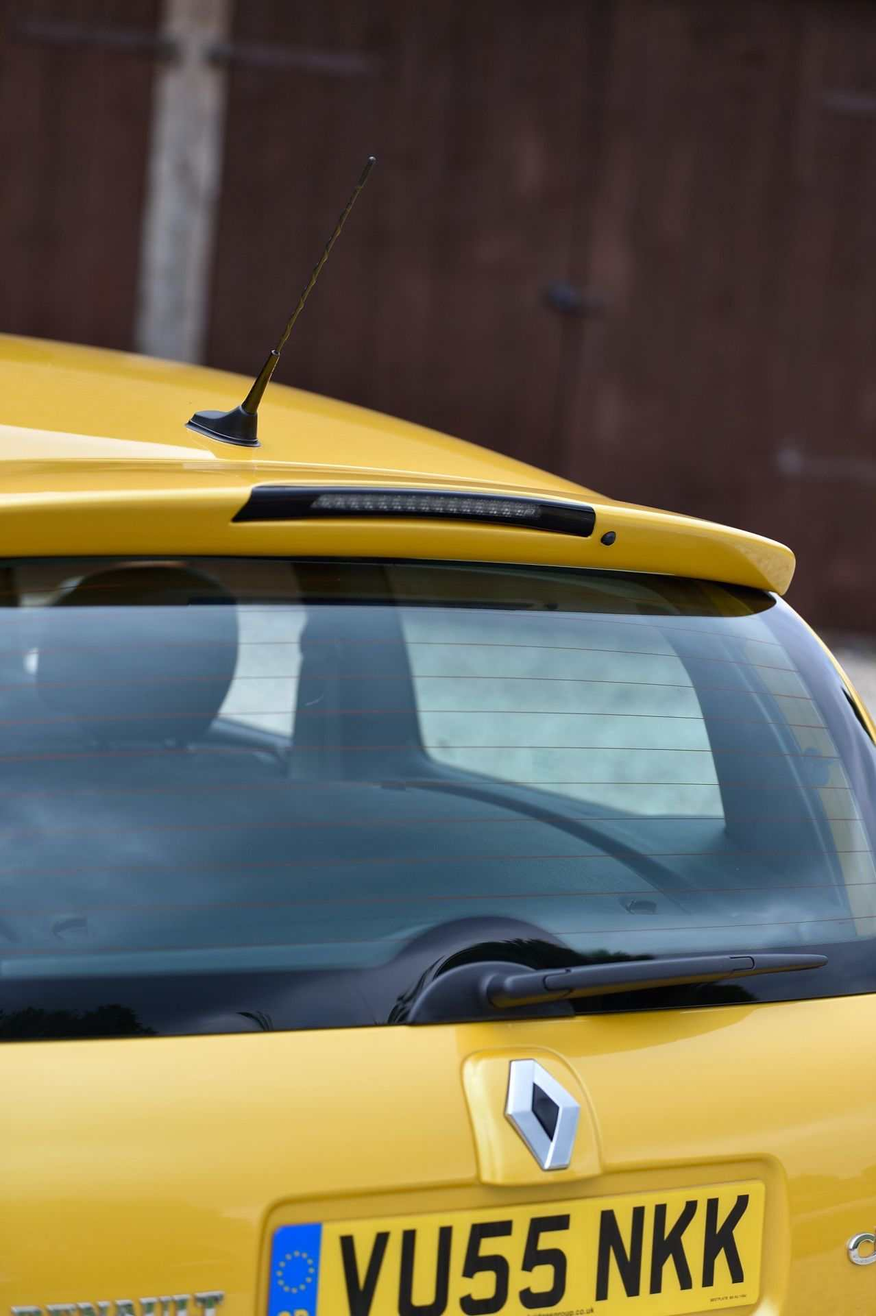 2005_Renault_Clio_V6_Phase_2_0103