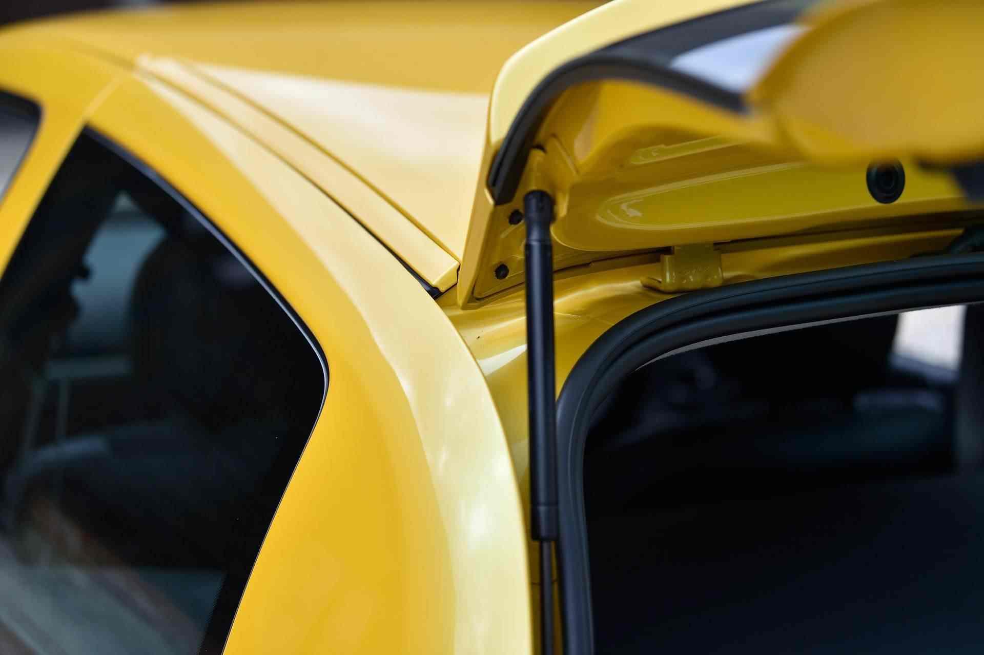 2005_Renault_Clio_V6_Phase_2_0104