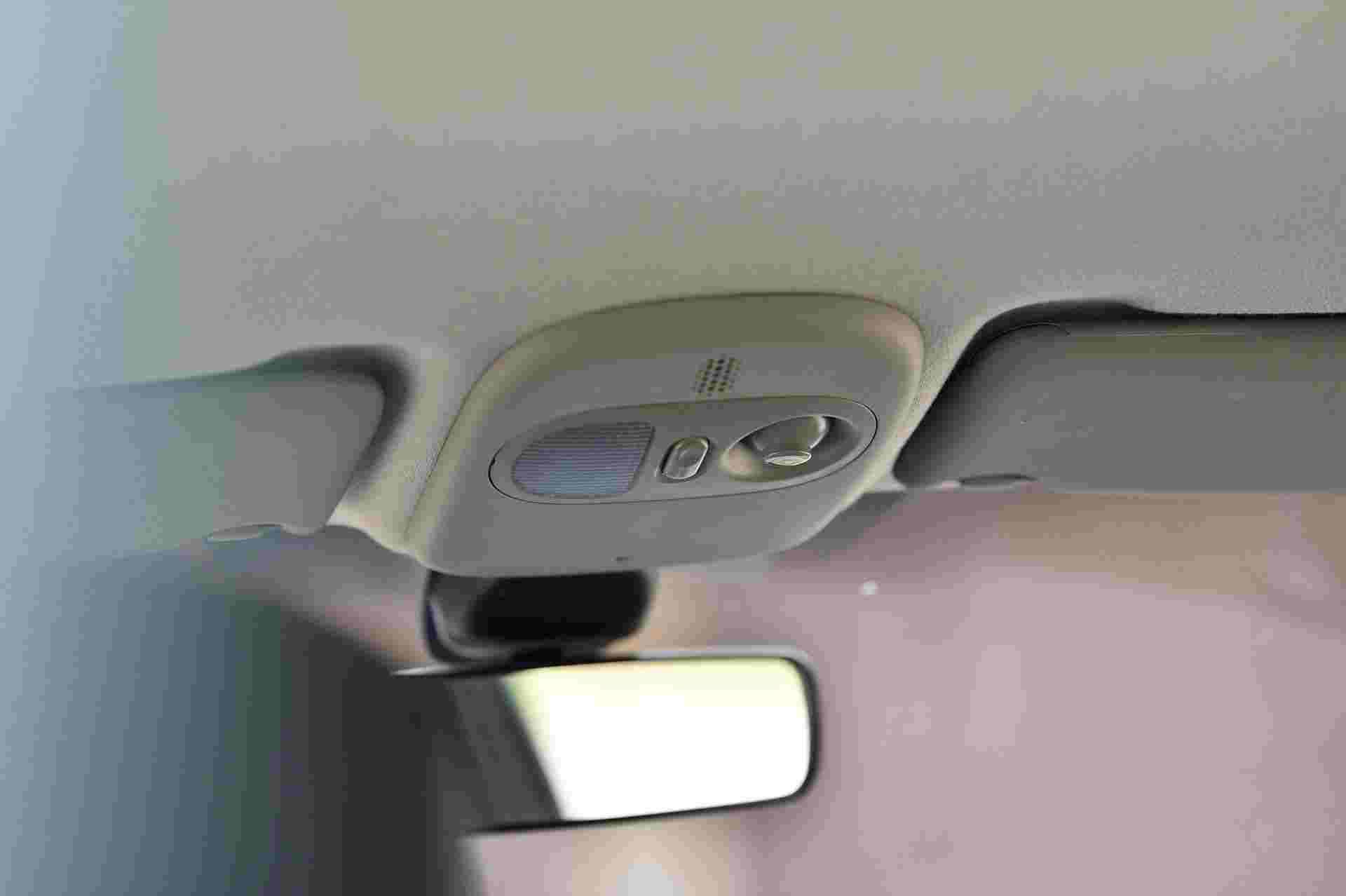 2005_Renault_Clio_V6_Phase_2_0105