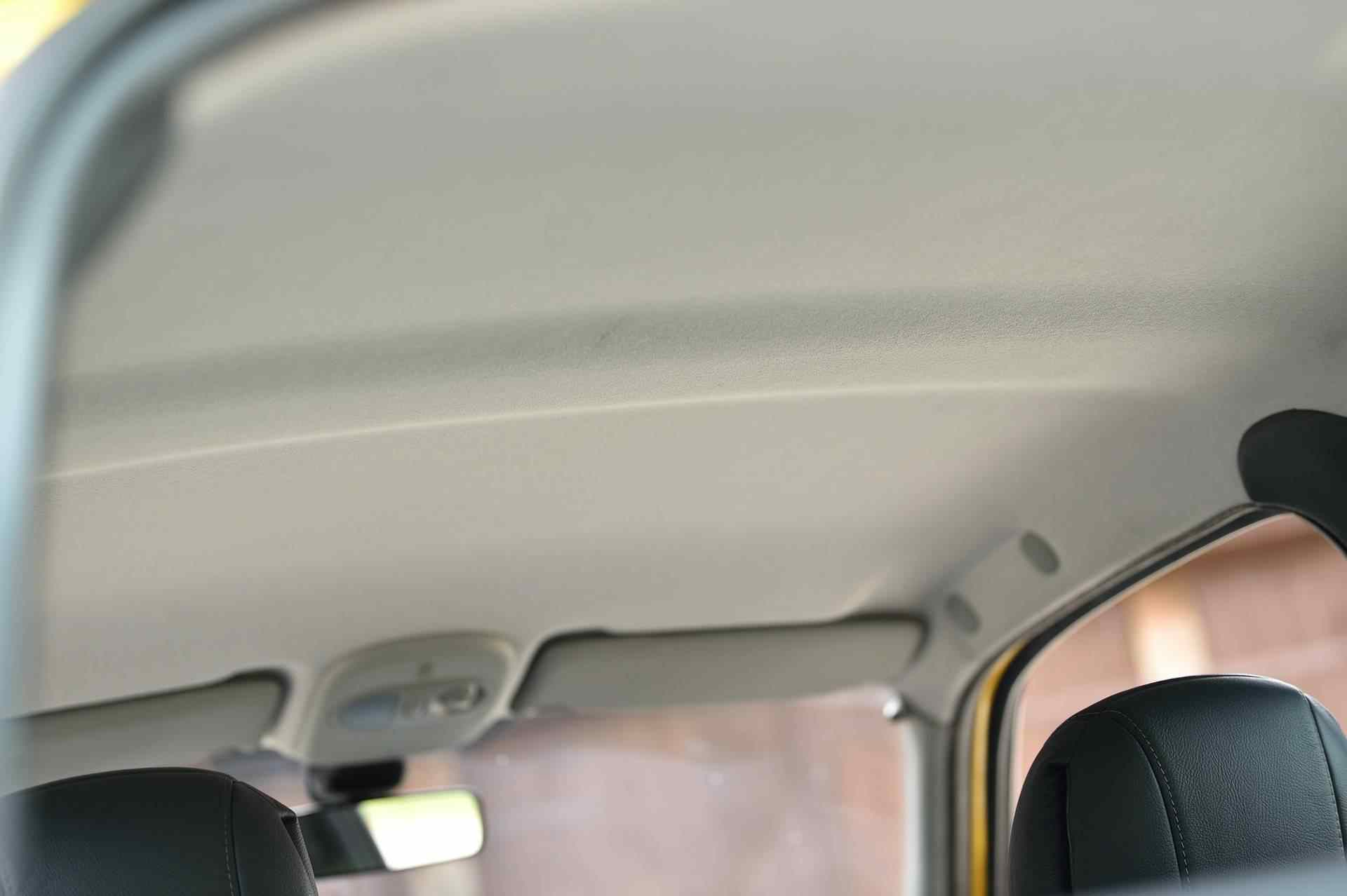 2005_Renault_Clio_V6_Phase_2_0106
