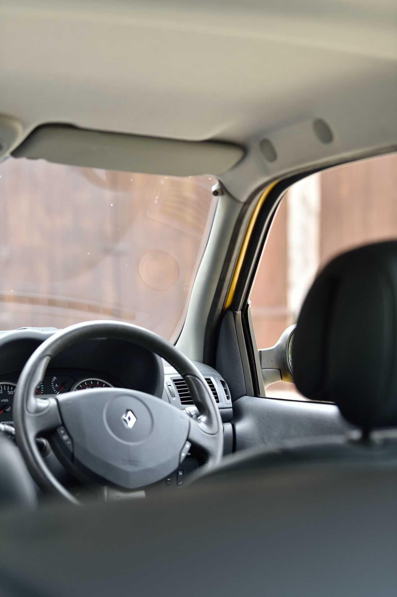 2005_Renault_Clio_V6_Phase_2_0107