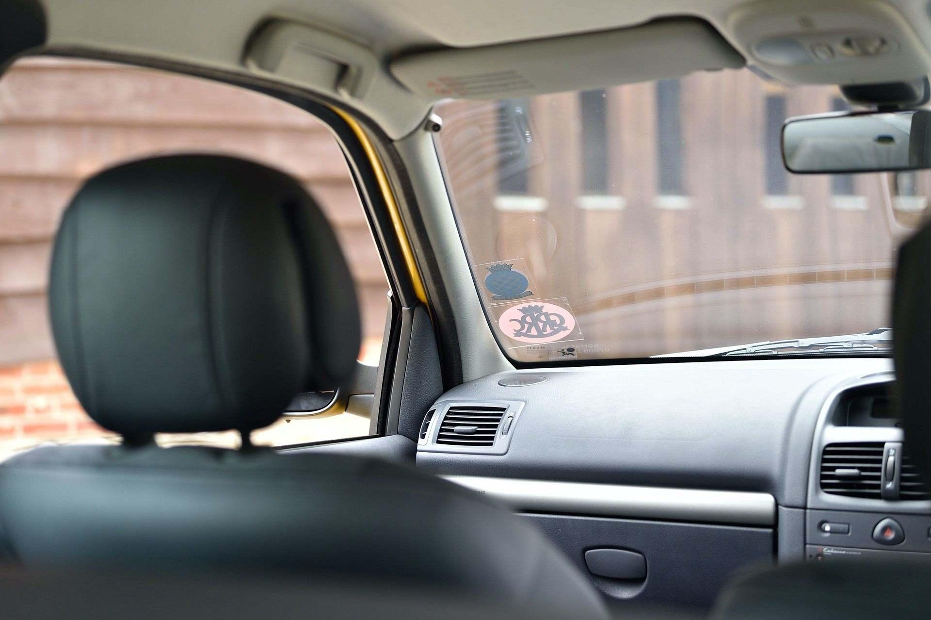 2005_Renault_Clio_V6_Phase_2_0108