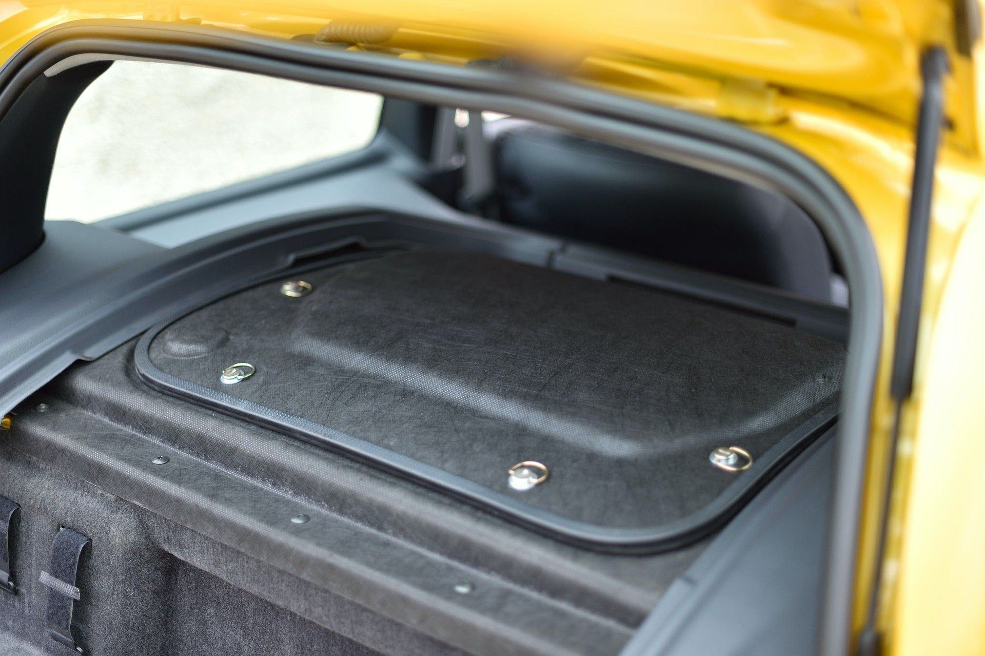 2005_Renault_Clio_V6_Phase_2_0112