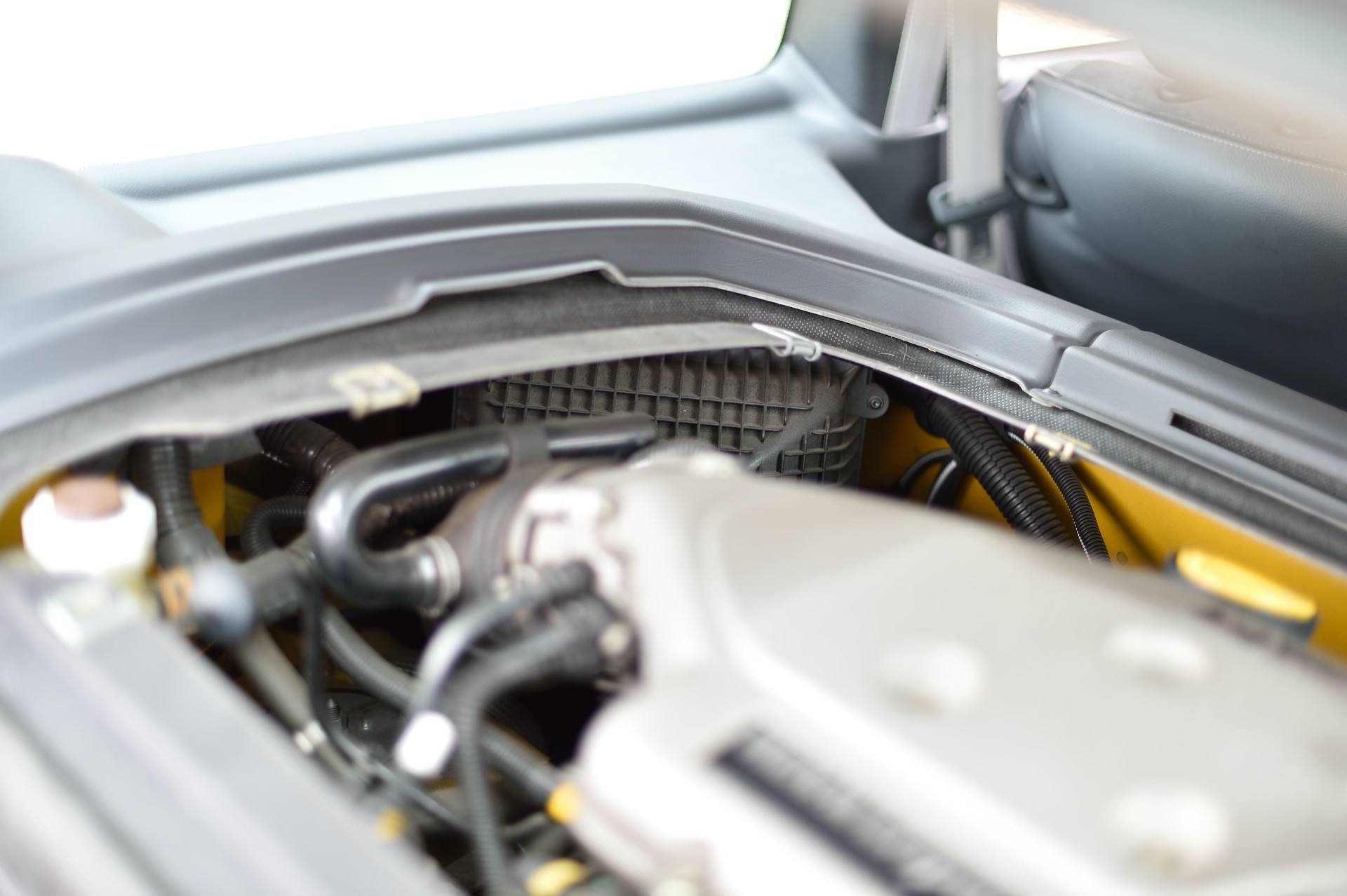 2005_Renault_Clio_V6_Phase_2_0115
