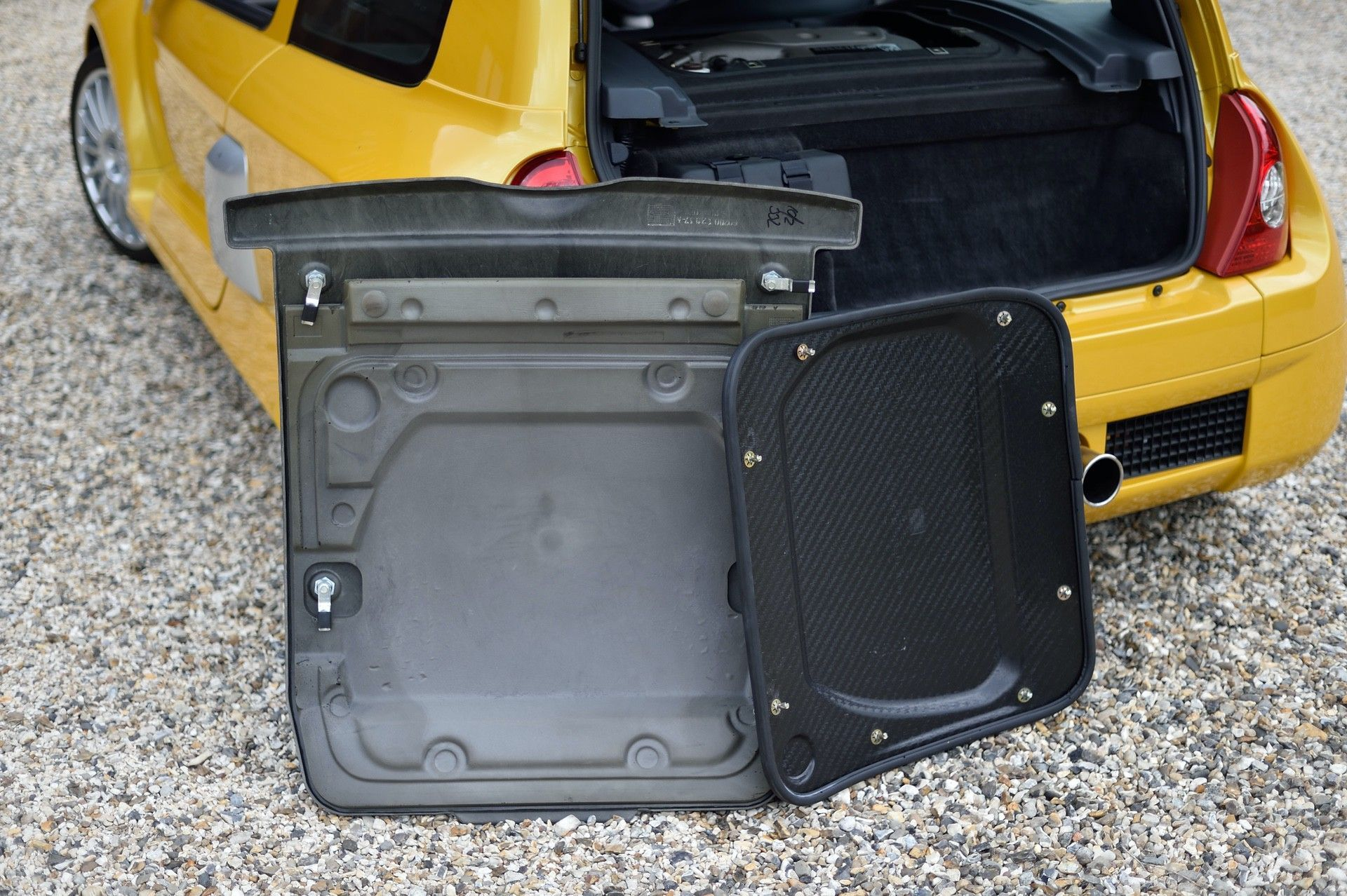 2005_Renault_Clio_V6_Phase_2_0119