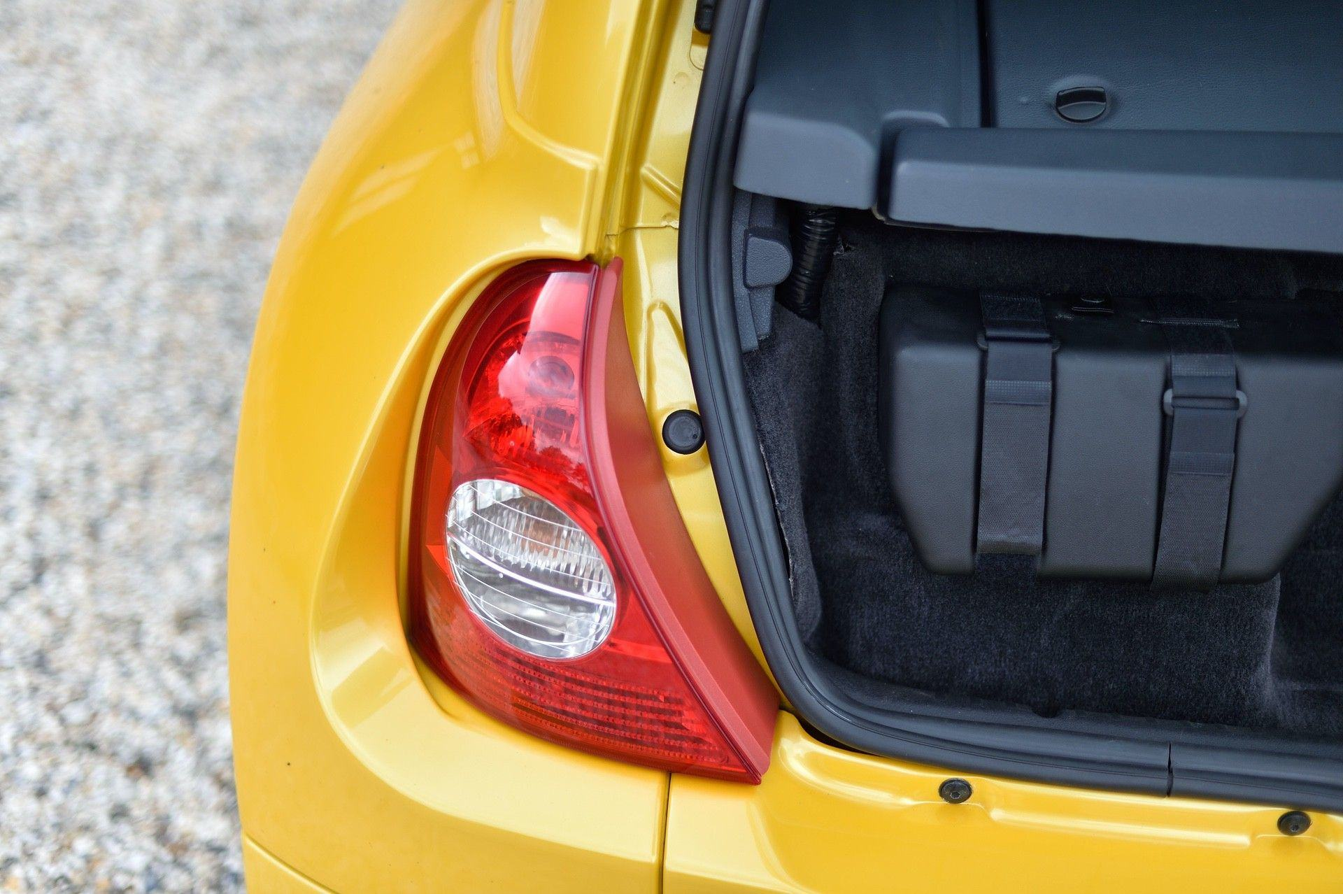 2005_Renault_Clio_V6_Phase_2_0120