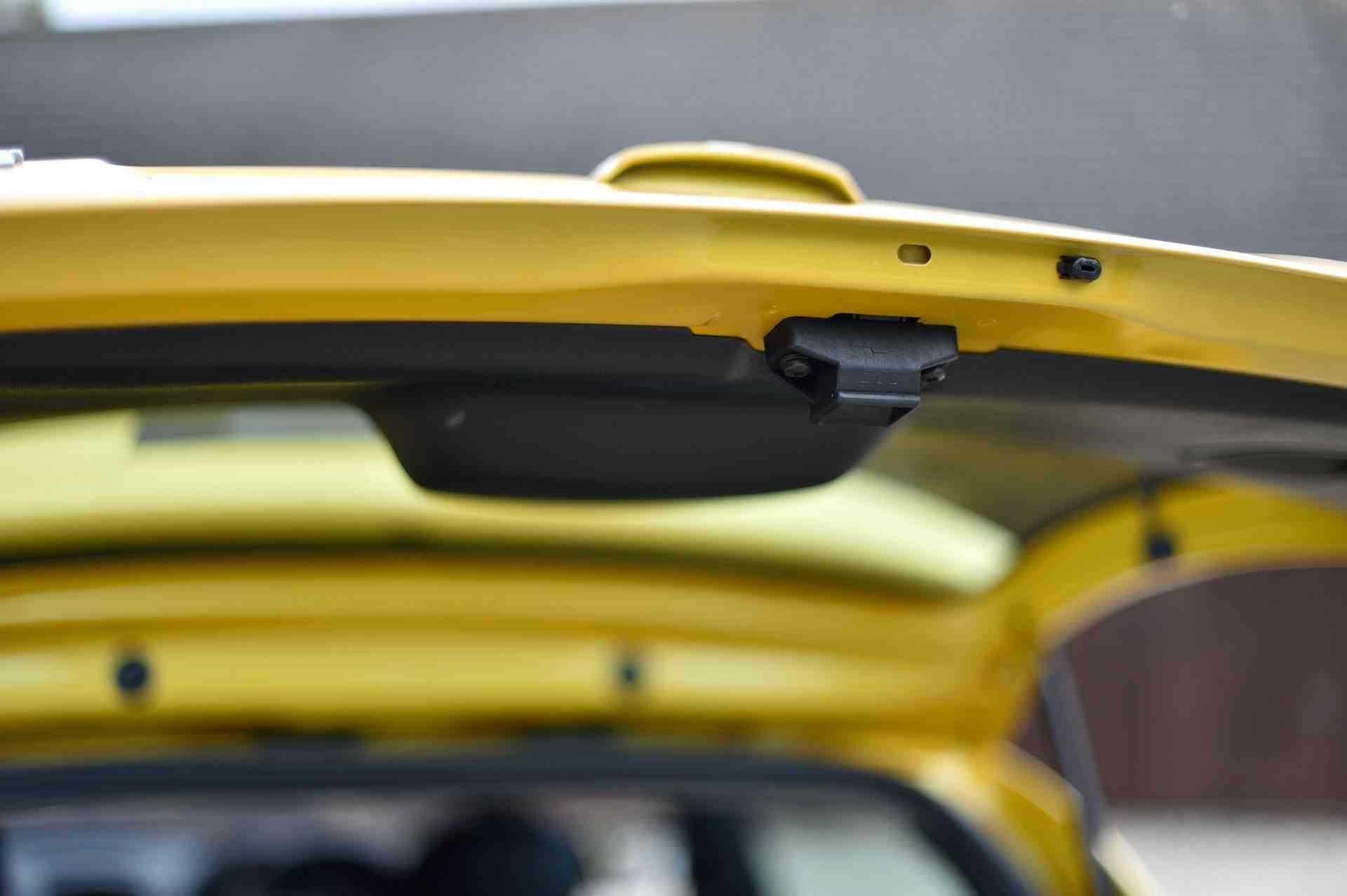 2005_Renault_Clio_V6_Phase_2_0121