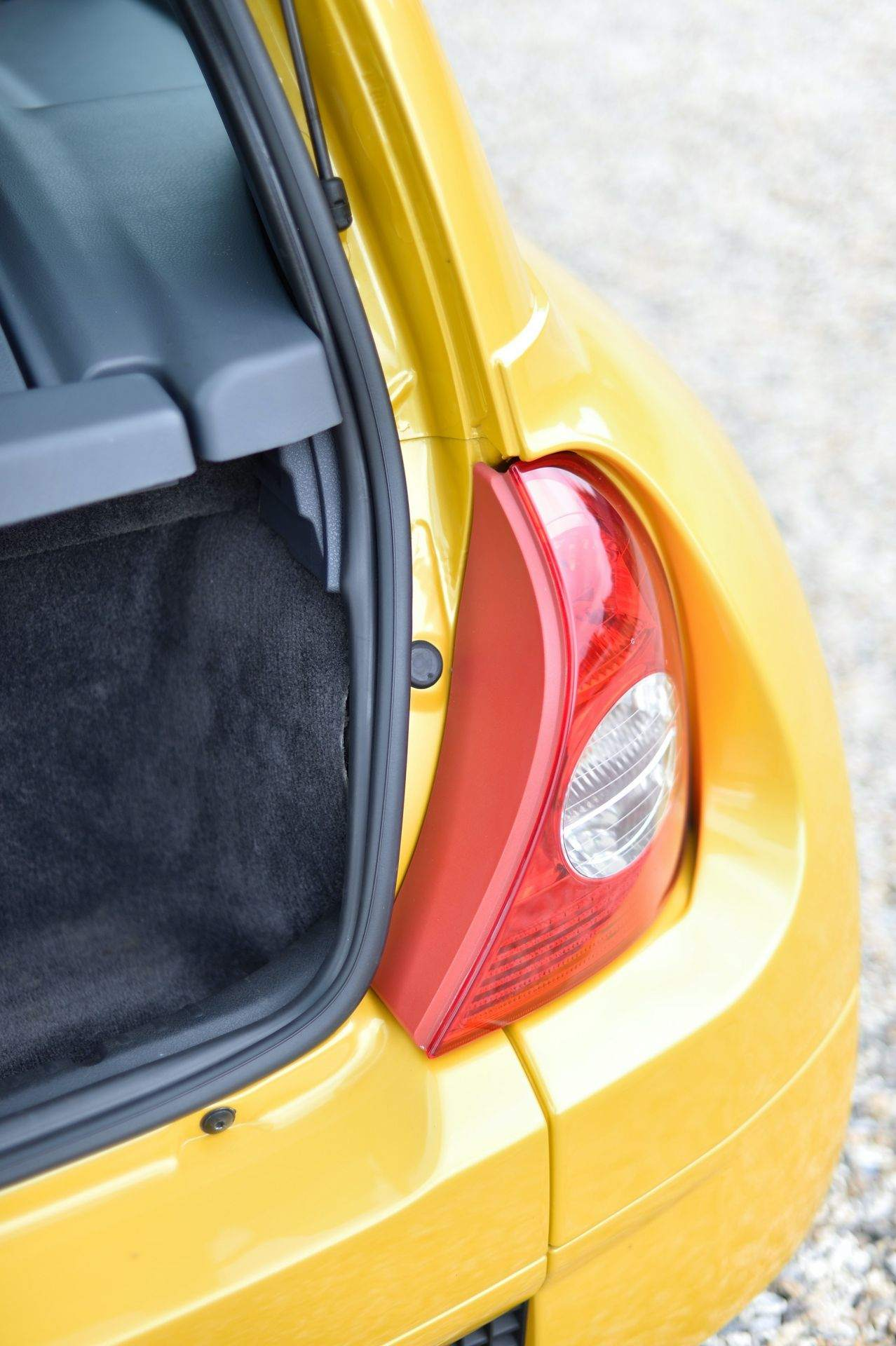 2005_Renault_Clio_V6_Phase_2_0125