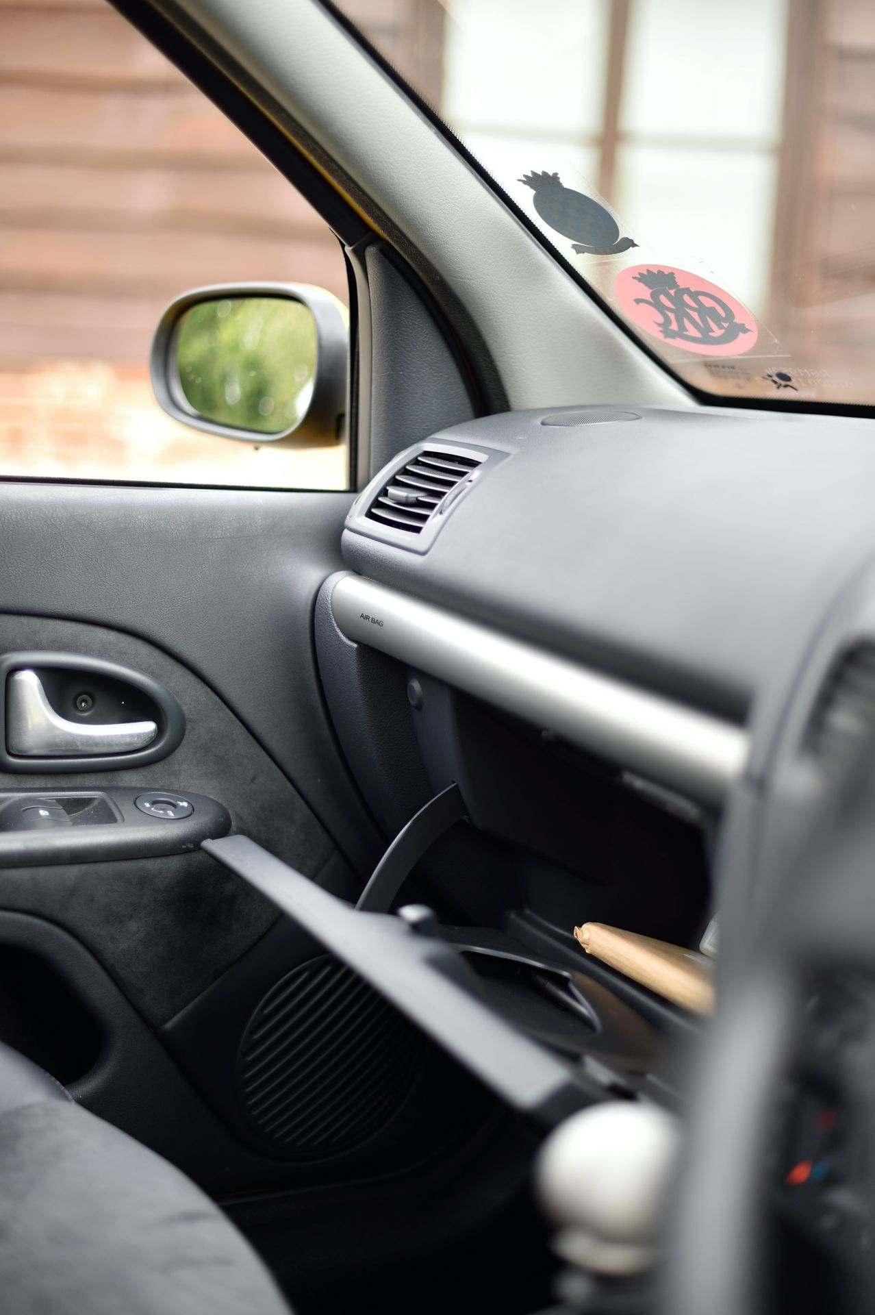 2005_Renault_Clio_V6_Phase_2_0126