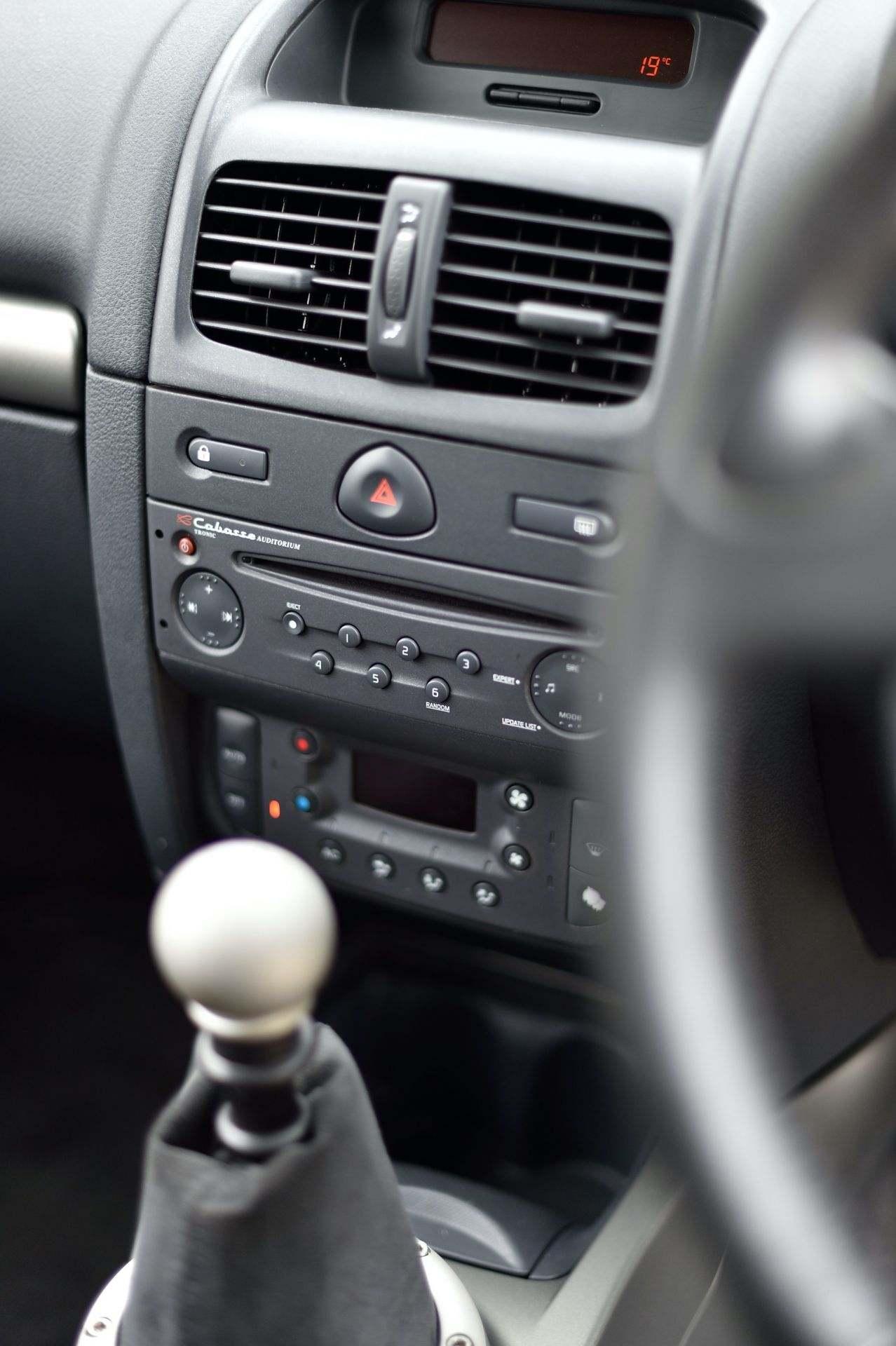 2005_Renault_Clio_V6_Phase_2_0127
