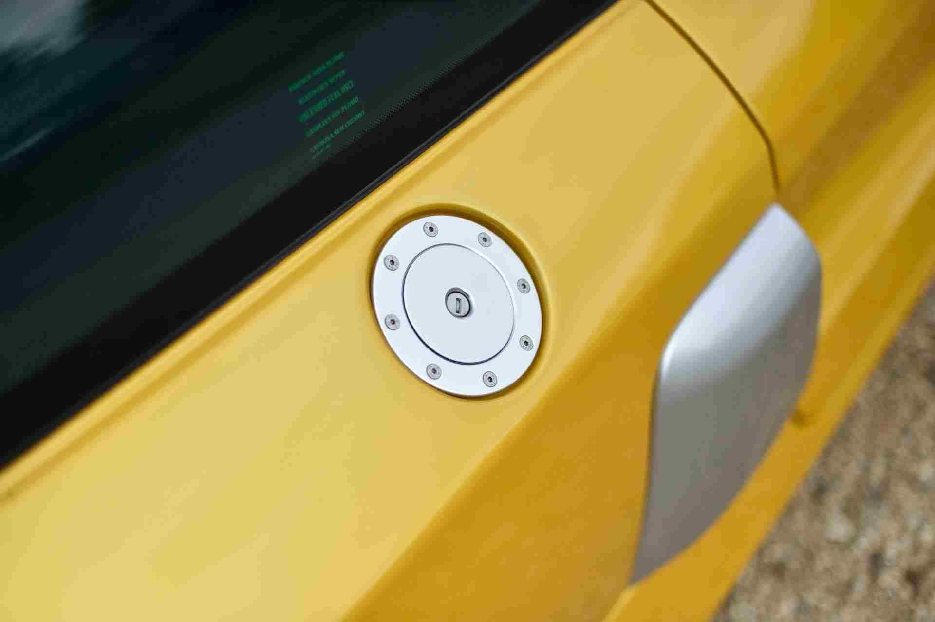 2005_Renault_Clio_V6_Phase_2_0129