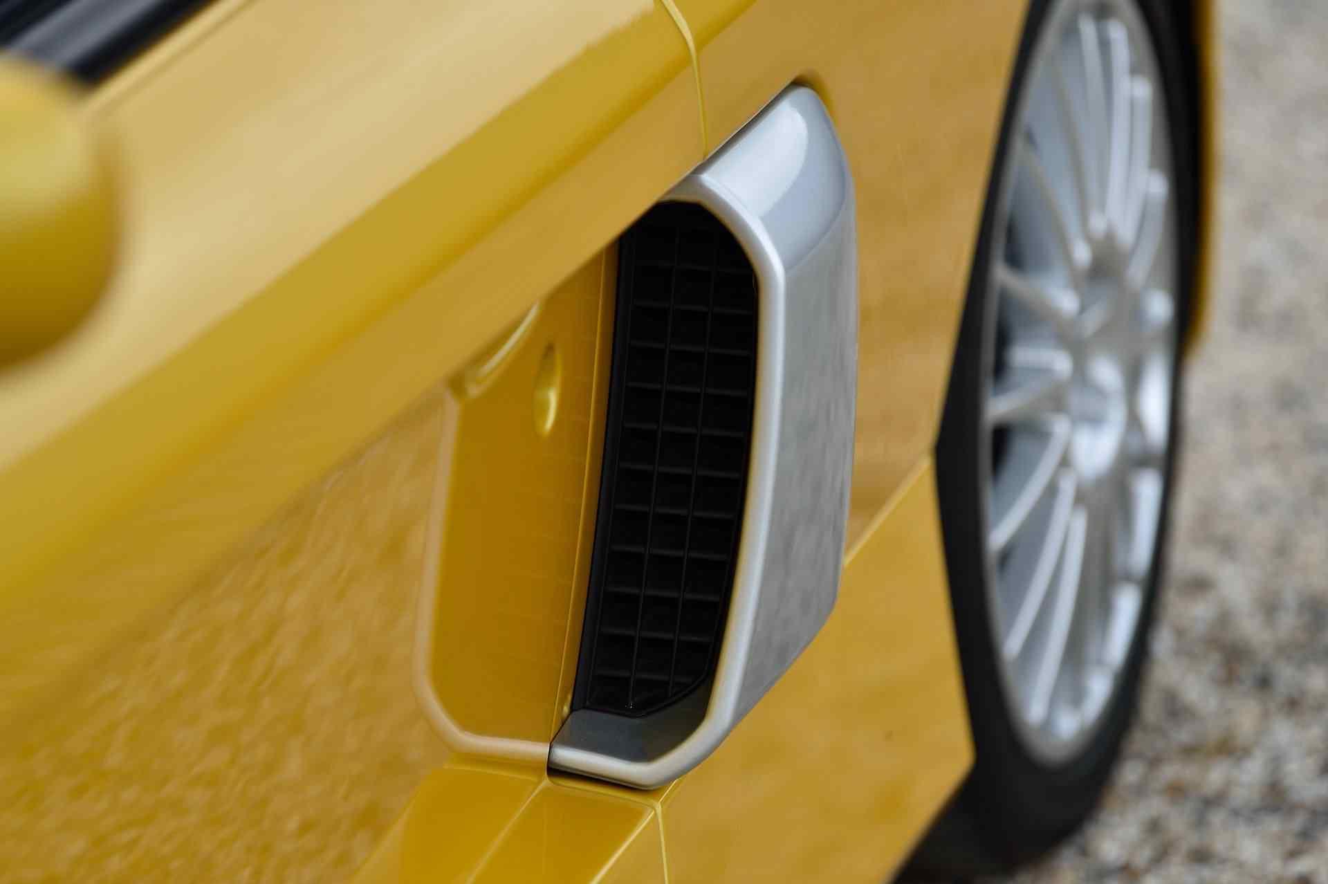 2005_Renault_Clio_V6_Phase_2_0130