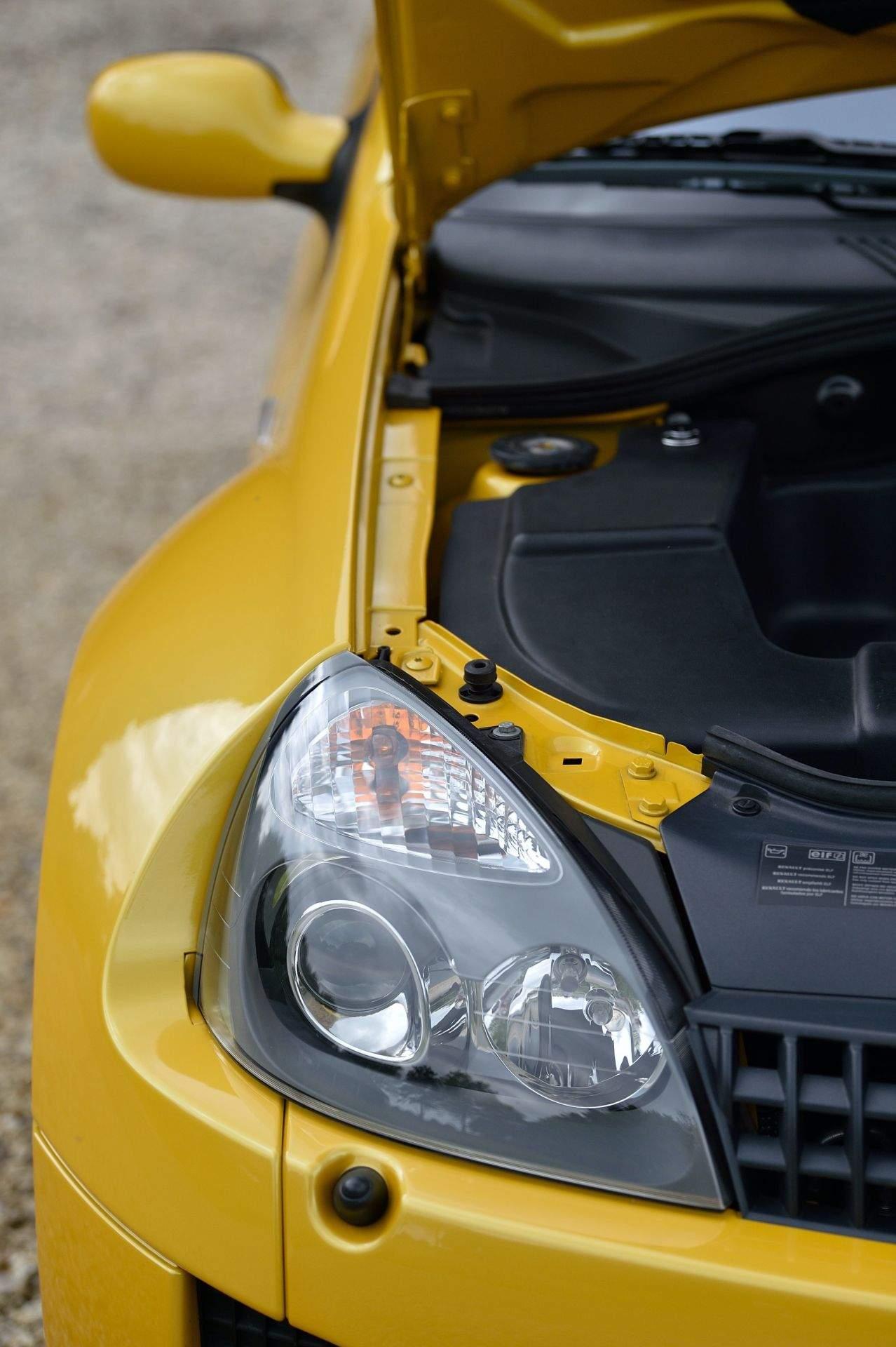 2005_Renault_Clio_V6_Phase_2_0132