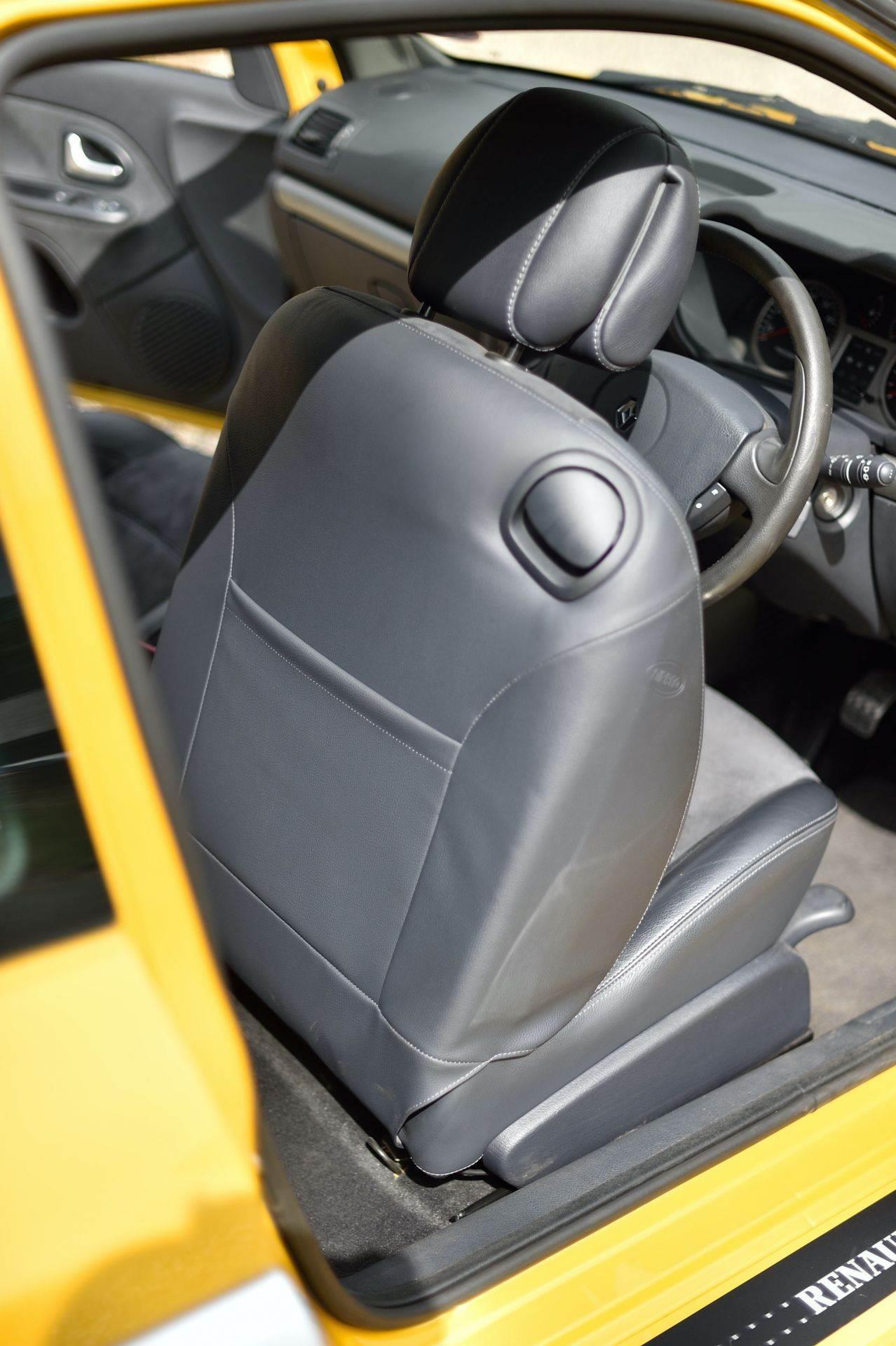 2005_Renault_Clio_V6_Phase_2_0136