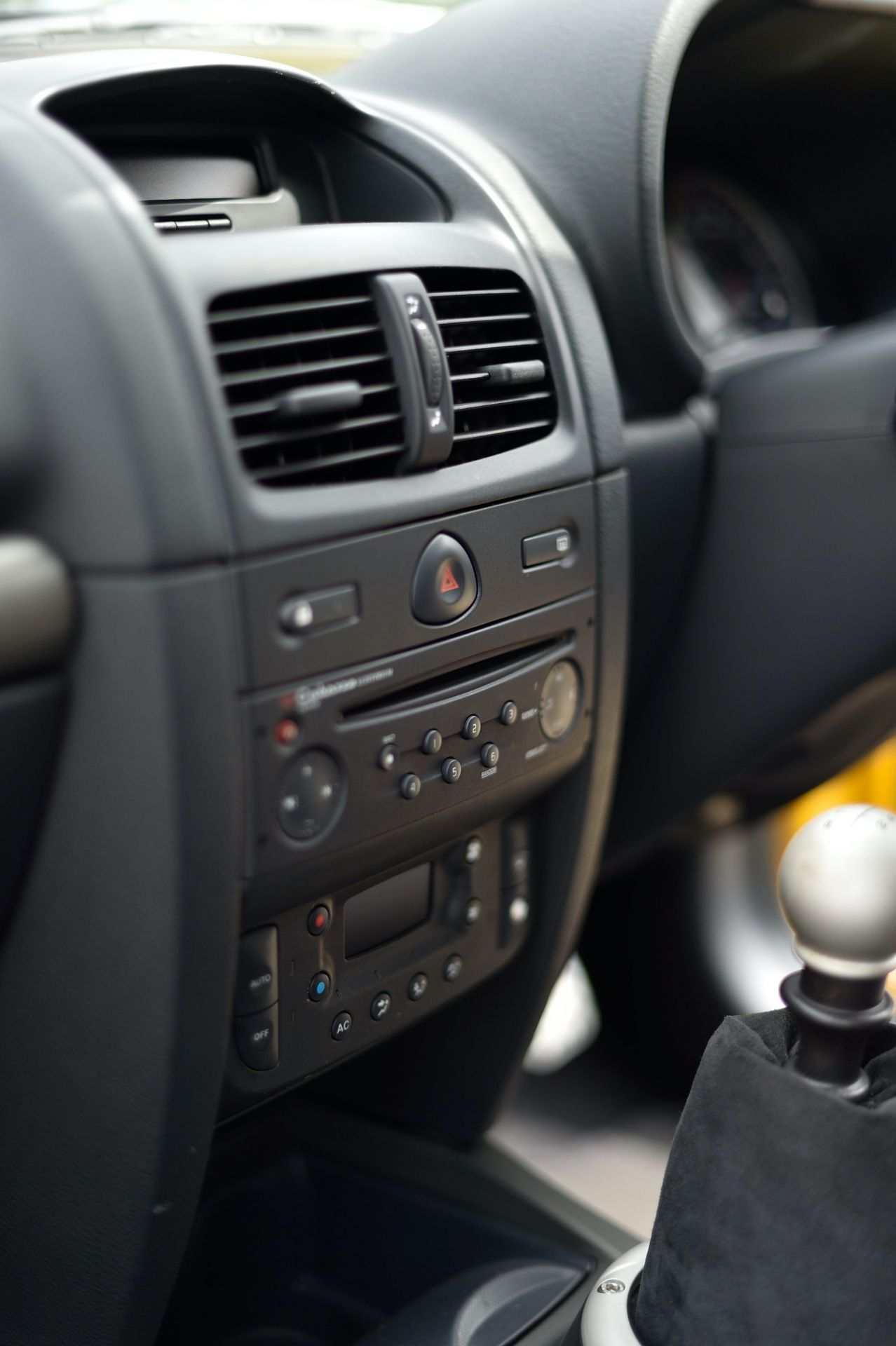 2005_Renault_Clio_V6_Phase_2_0141